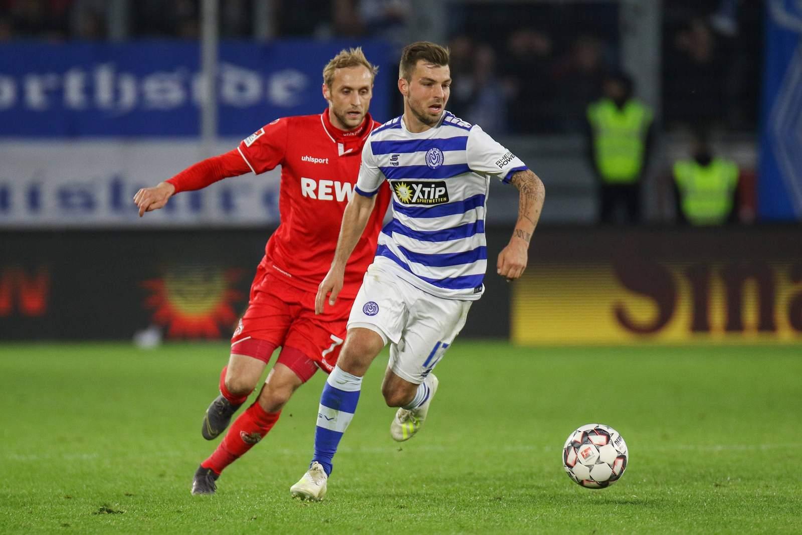 Kevin Wolze (r.) gegen Kölns Marcel Risse.
