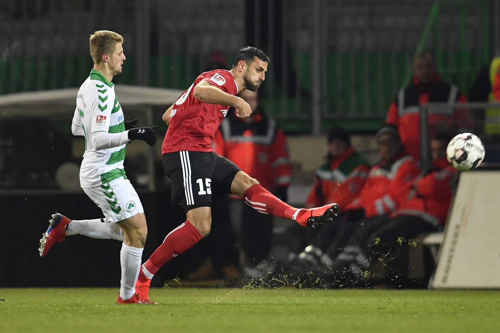 Mergim Mavraj (r.) im Spiel gegen Greuther Fürth.