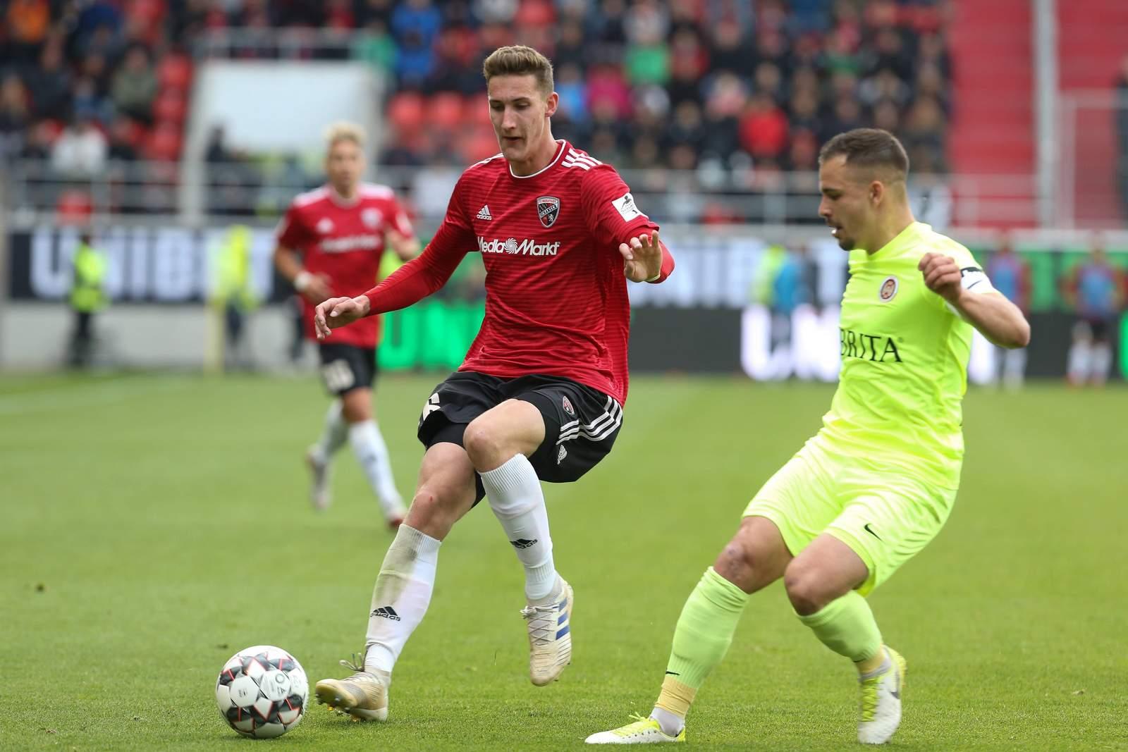 Phil Neumann in der Relegation gegen Wehen Wiesbaden.