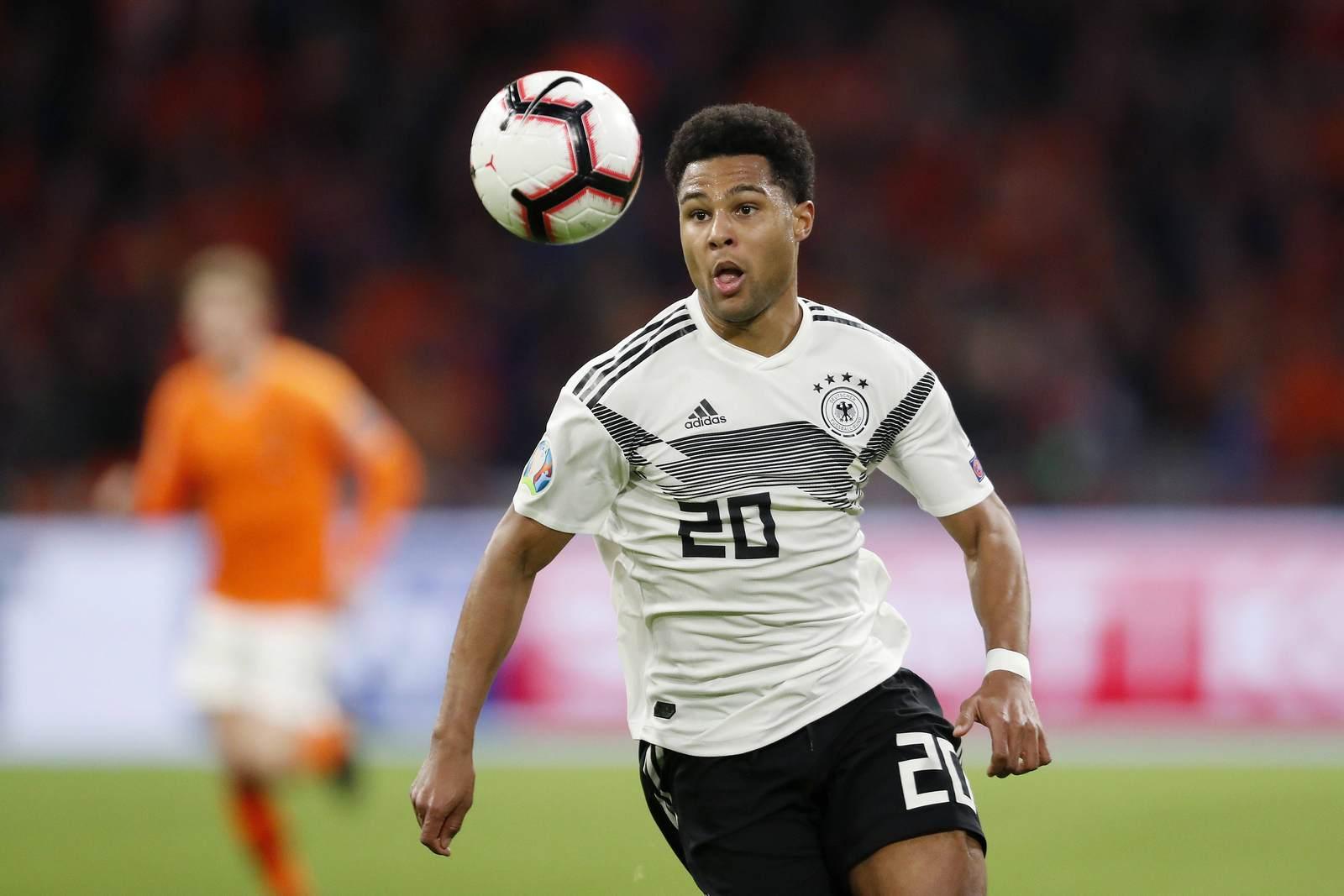 Serge Gnabry am Ball für Deutschland