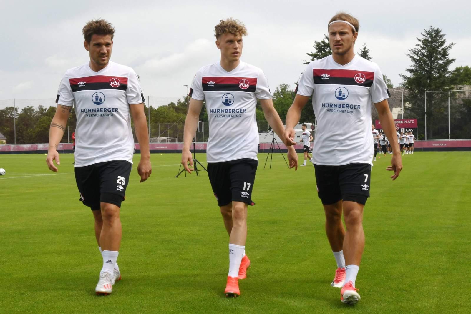 Oliver Sorg, Robin Hack und Felix Lohkemper vom 1. FC Nürnberg