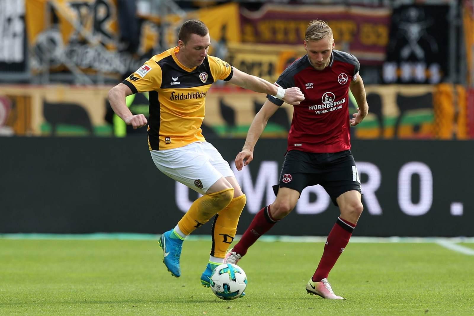 Haris Duljevic (l.) gegen Nürnbergs Hanno Behrens.