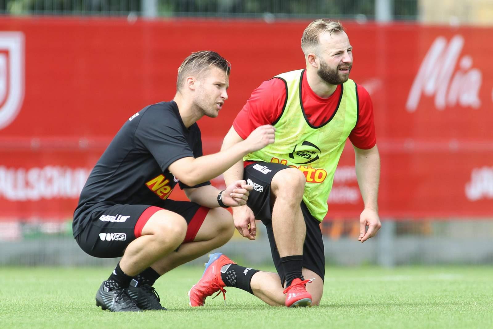 Jan-Marc Schneider im Gespräch mit Co-Trainer Andreas Gehlen.