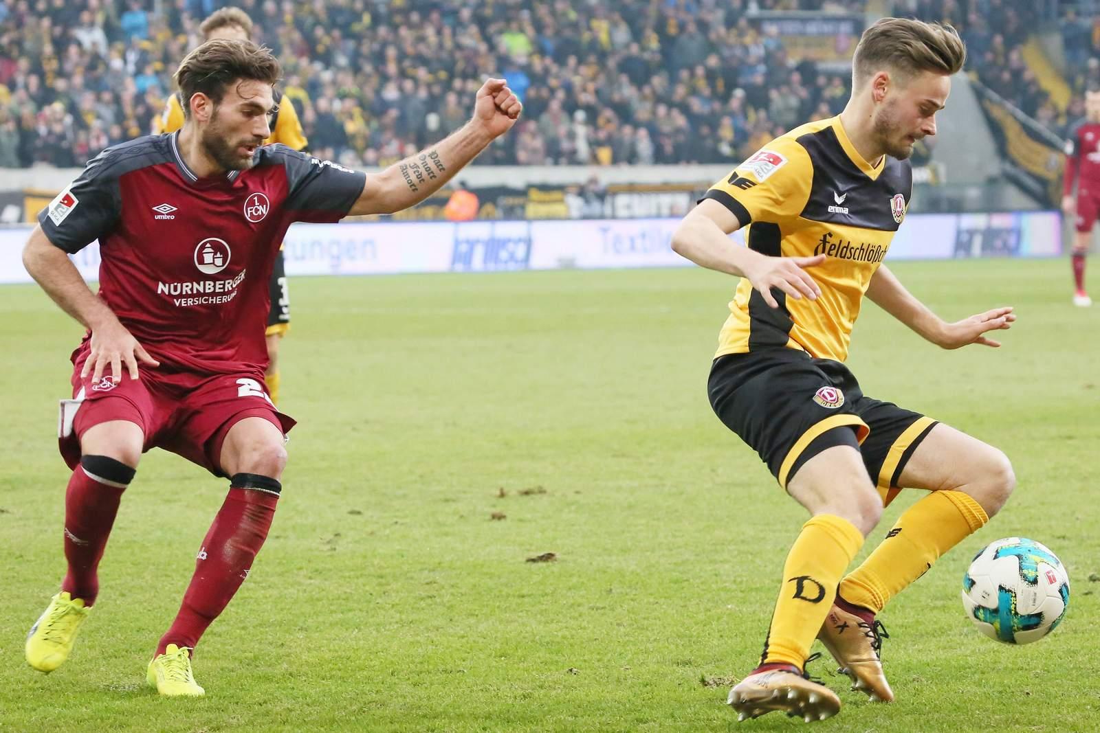 Enrico Valentini (l.) gegen Lucas Röser.