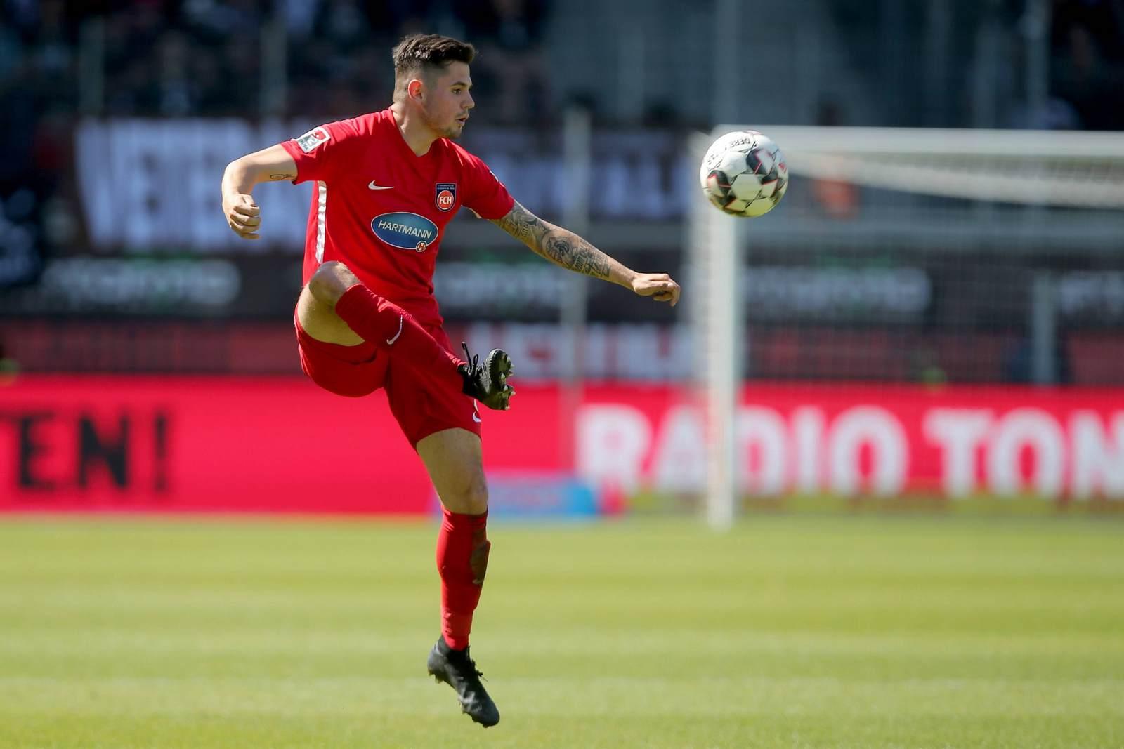 Marnon Busch in Aktion. Jetzt auf die Relegation zwischen Heidenheim vs Werder Bremen wetten.