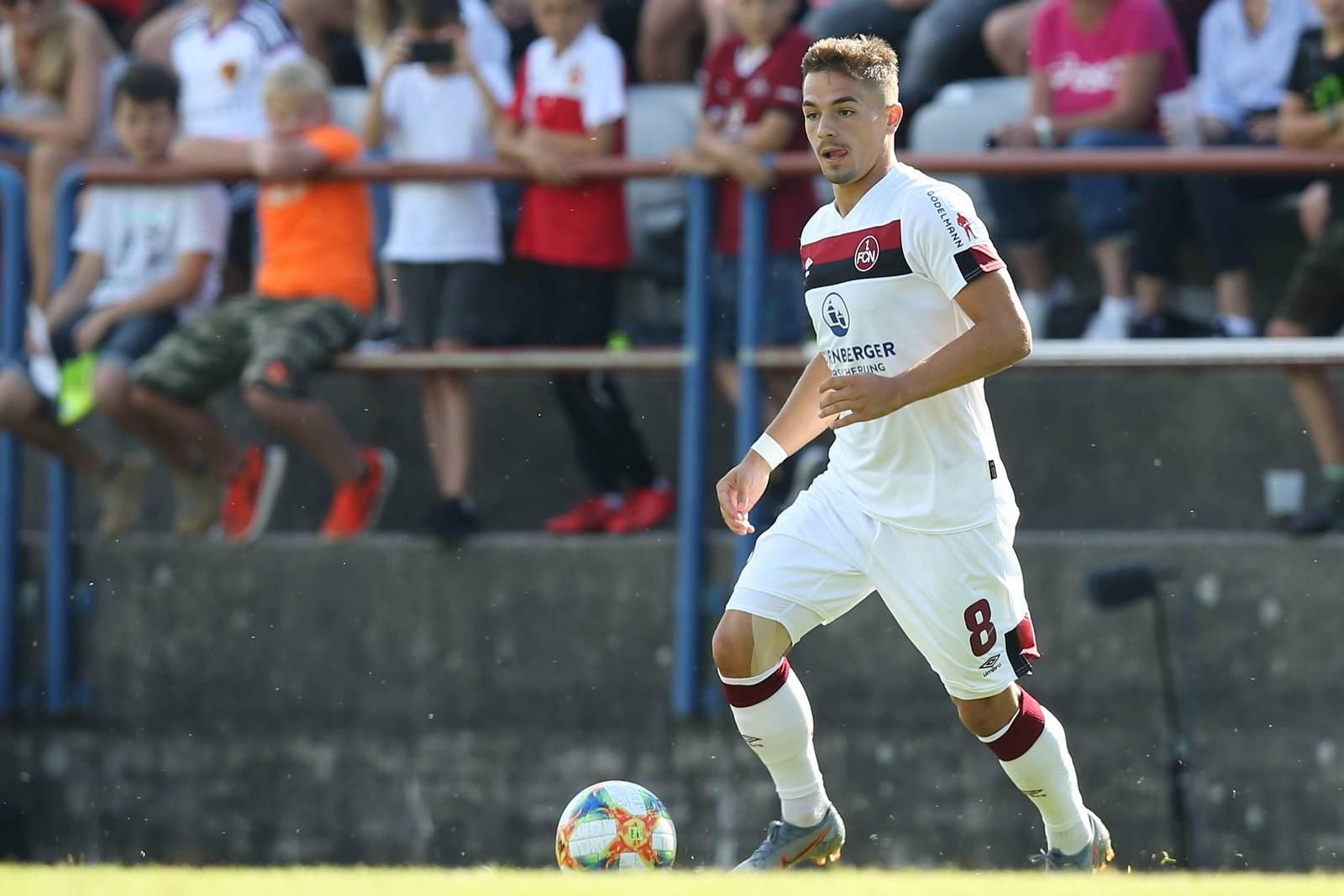Nikola Dovedan am Ball für den 1. FC Nürnberg