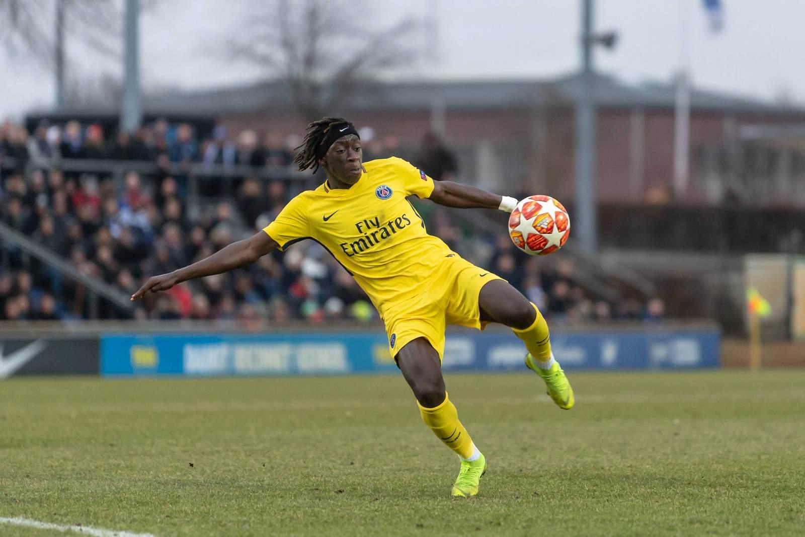 Tanguy Coulibaly beim Torschuss