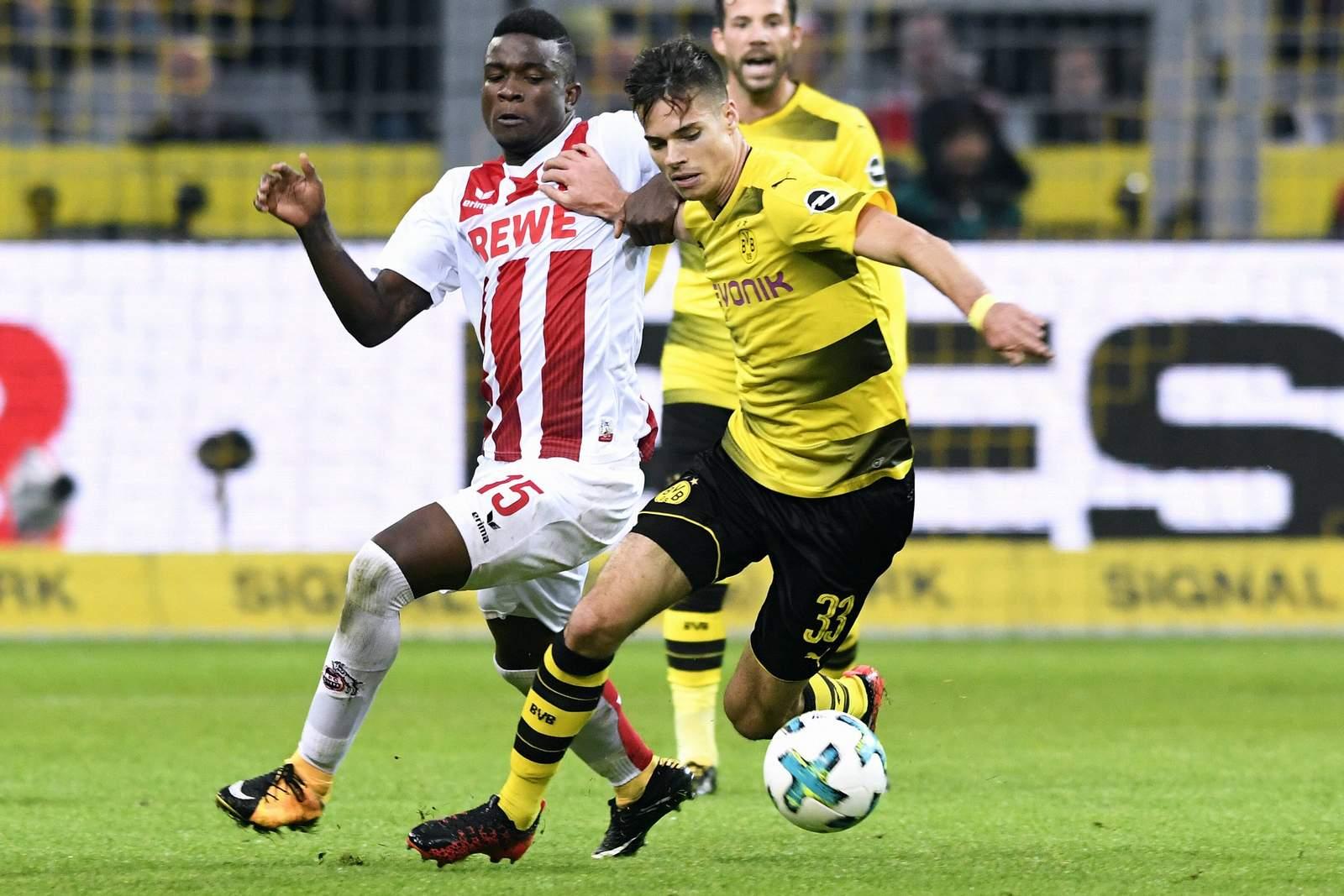 Jhon Cordoba vom 1. FC köln gegen Julian Weigl vom BVB