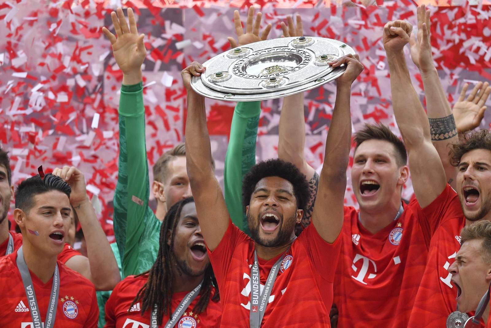 Der FC Bayern nimmt die Meisterschale entgegen. Jetzt auf den Meister der Saison 2019/20 wetten.