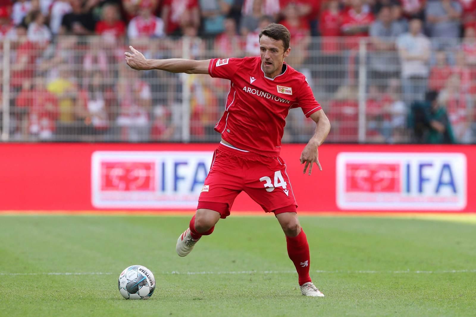Christian Gentner am Ball für Union Berlin. Jetzt auf Union vs Leipzig wetten.