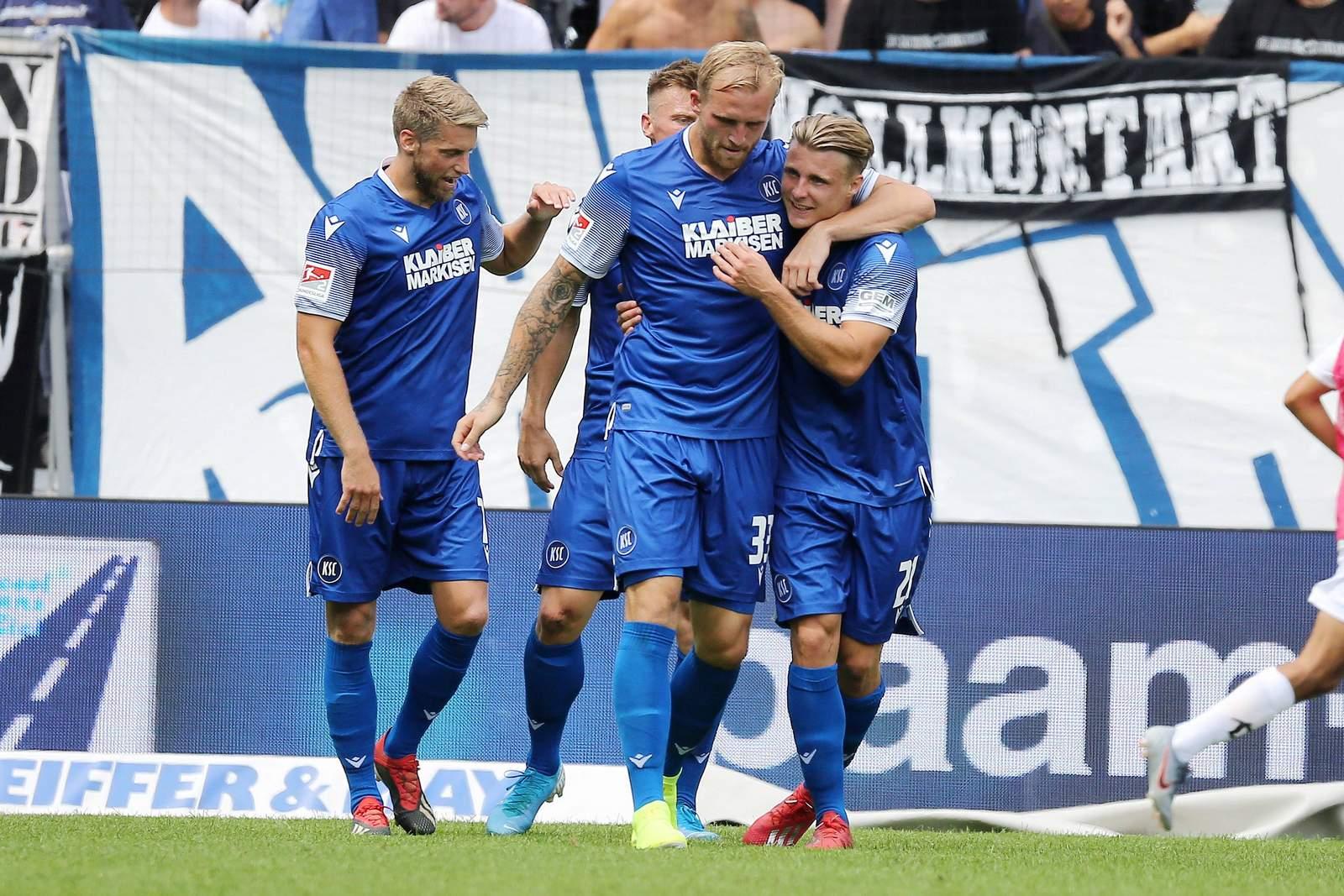 Der KSC jubelt gegen Dynamo.