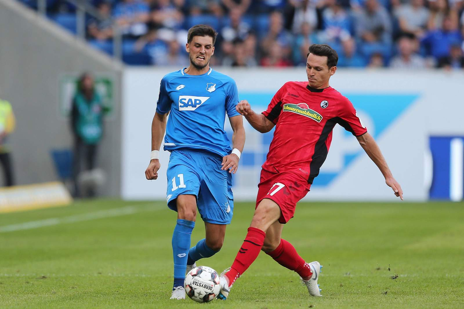 Florian Grillitsch von Hoffenheim gegen Nicolas Höfler vom SC Freiburg