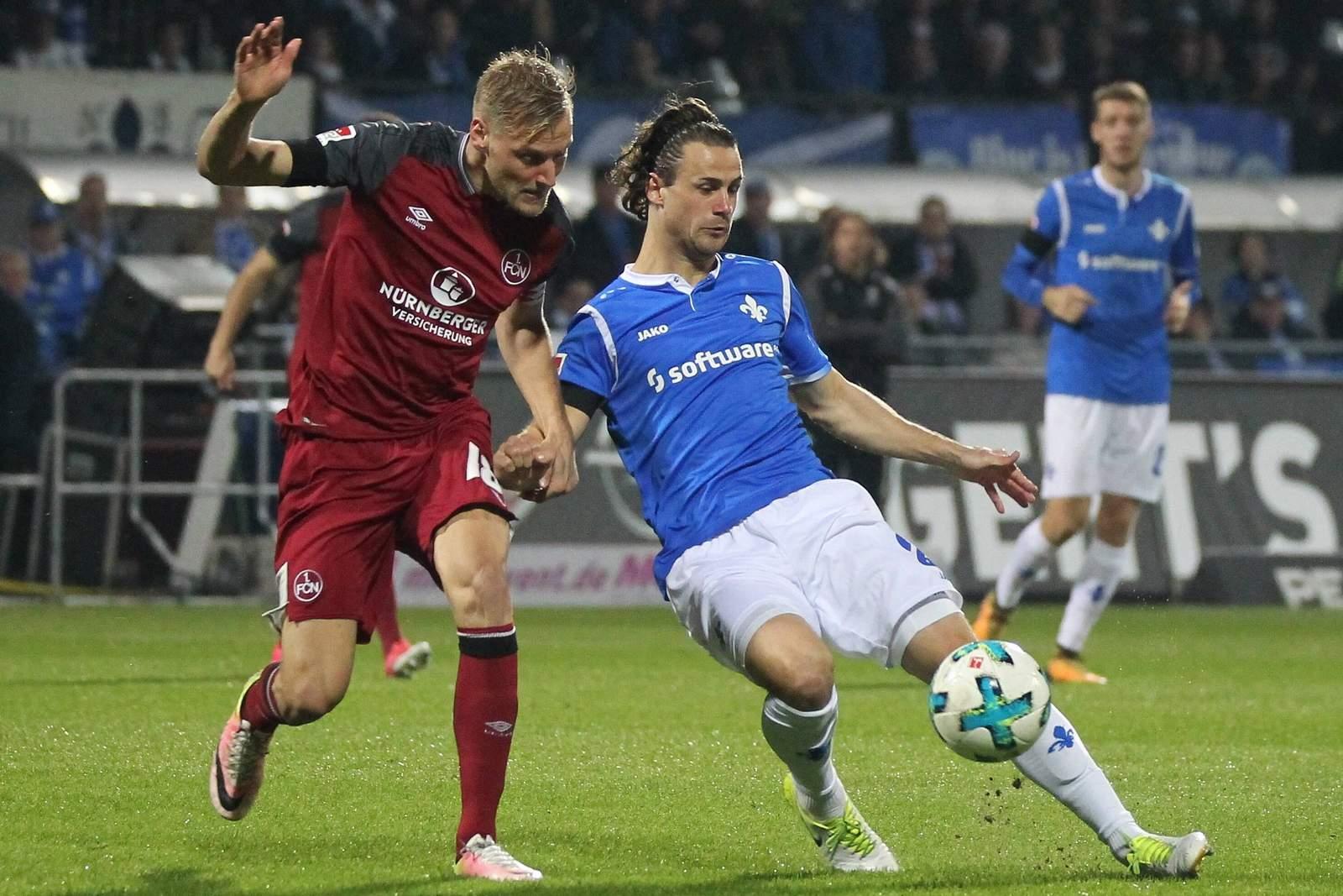 Yannick Stark (r.) gegen Hanno Behrens.