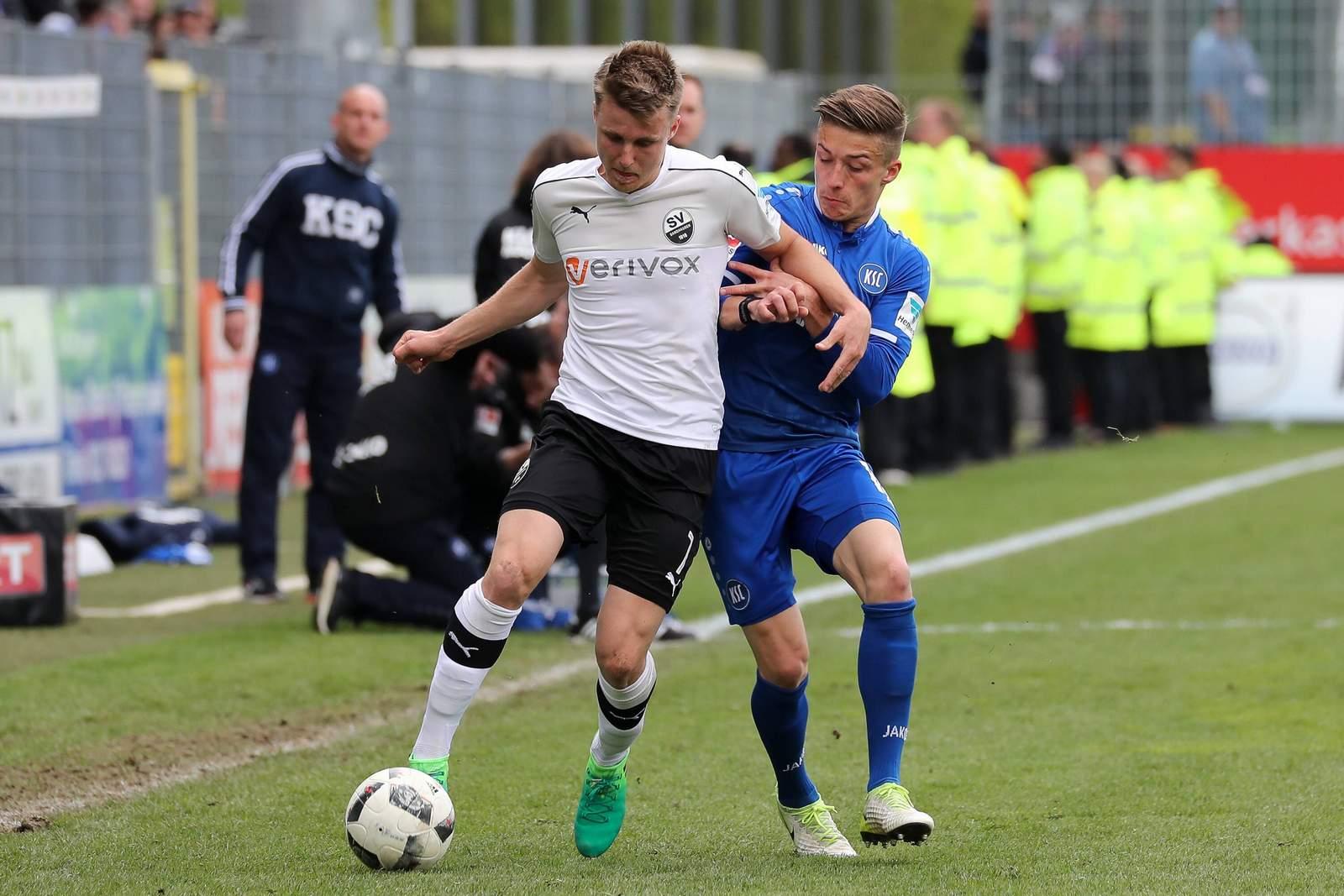 Marco Thiede beim SV Sandhausen gegen Marvin Mehlem vom KSC
