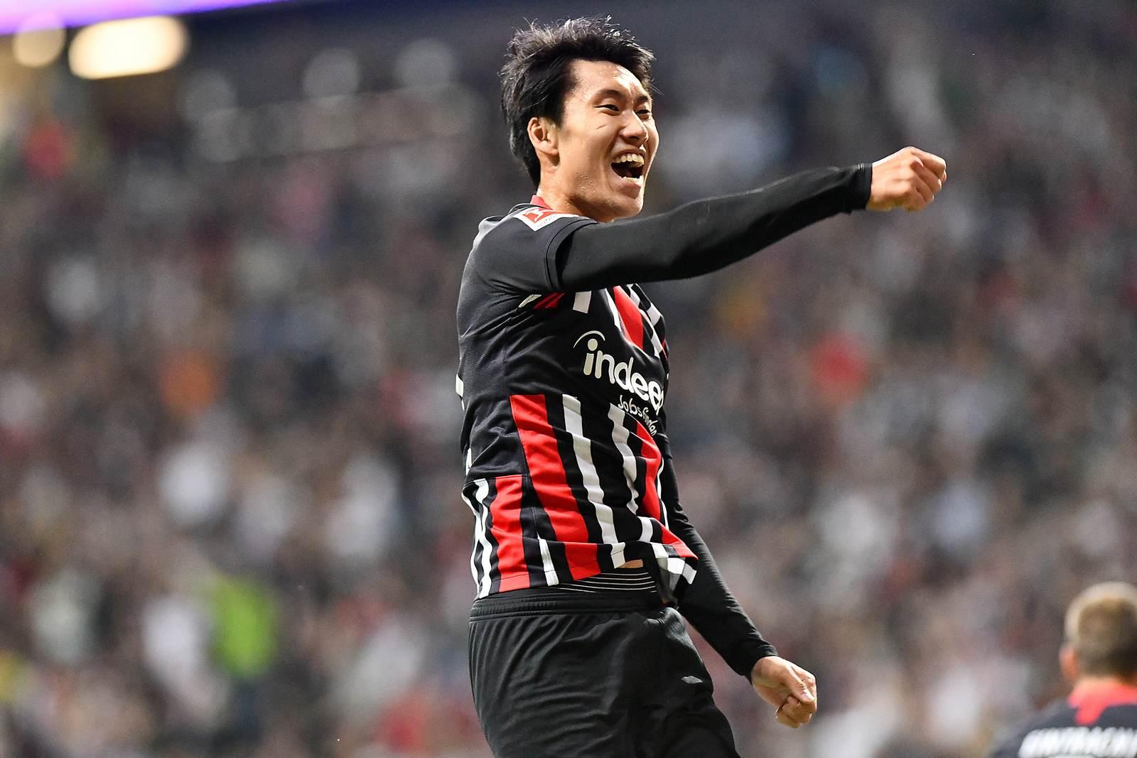 Daichi Kamada jubelt im Trikot von Eintracht Frankfurt