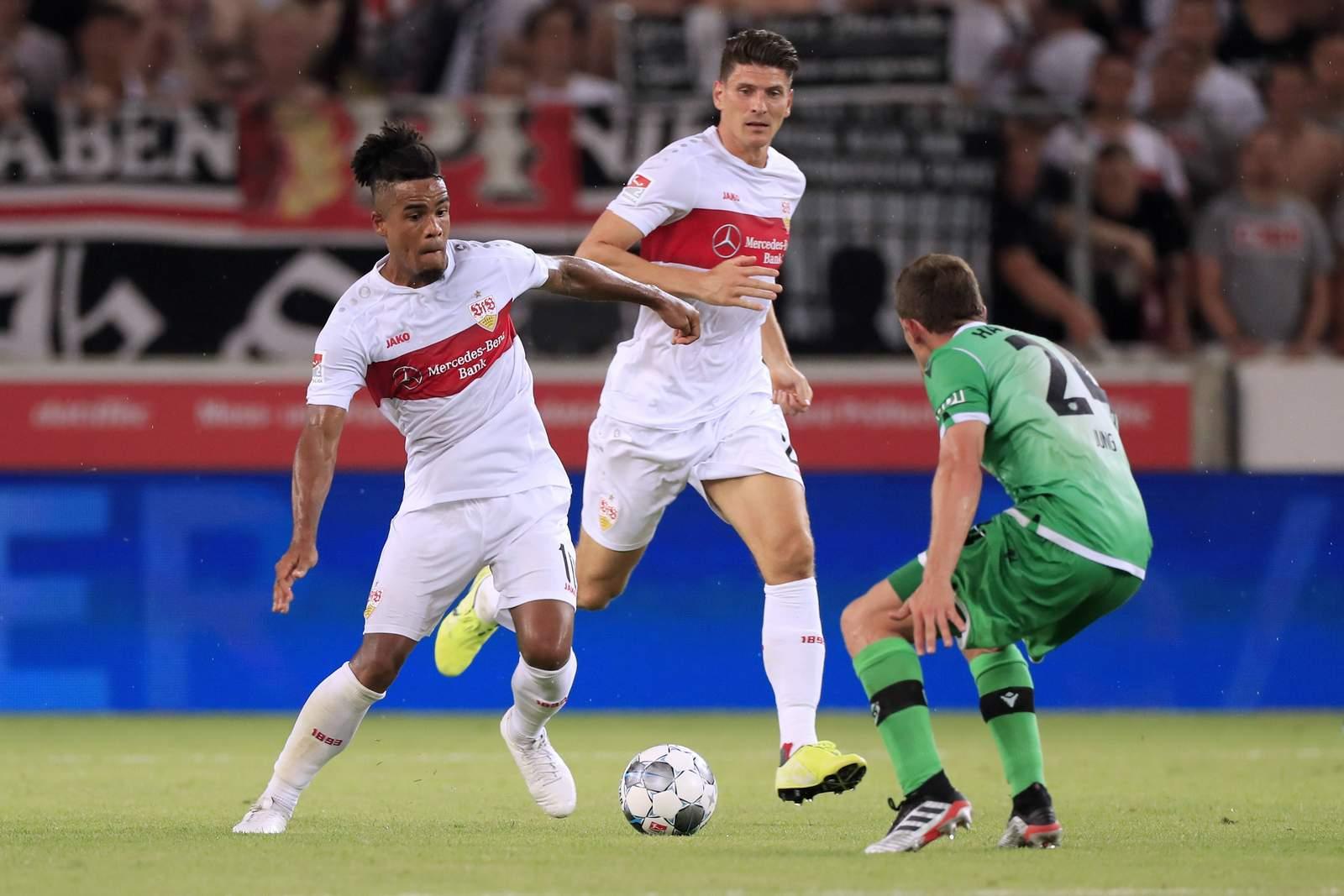 Daniel Didavi (l.) und Mario Gomez gegen Hannover.