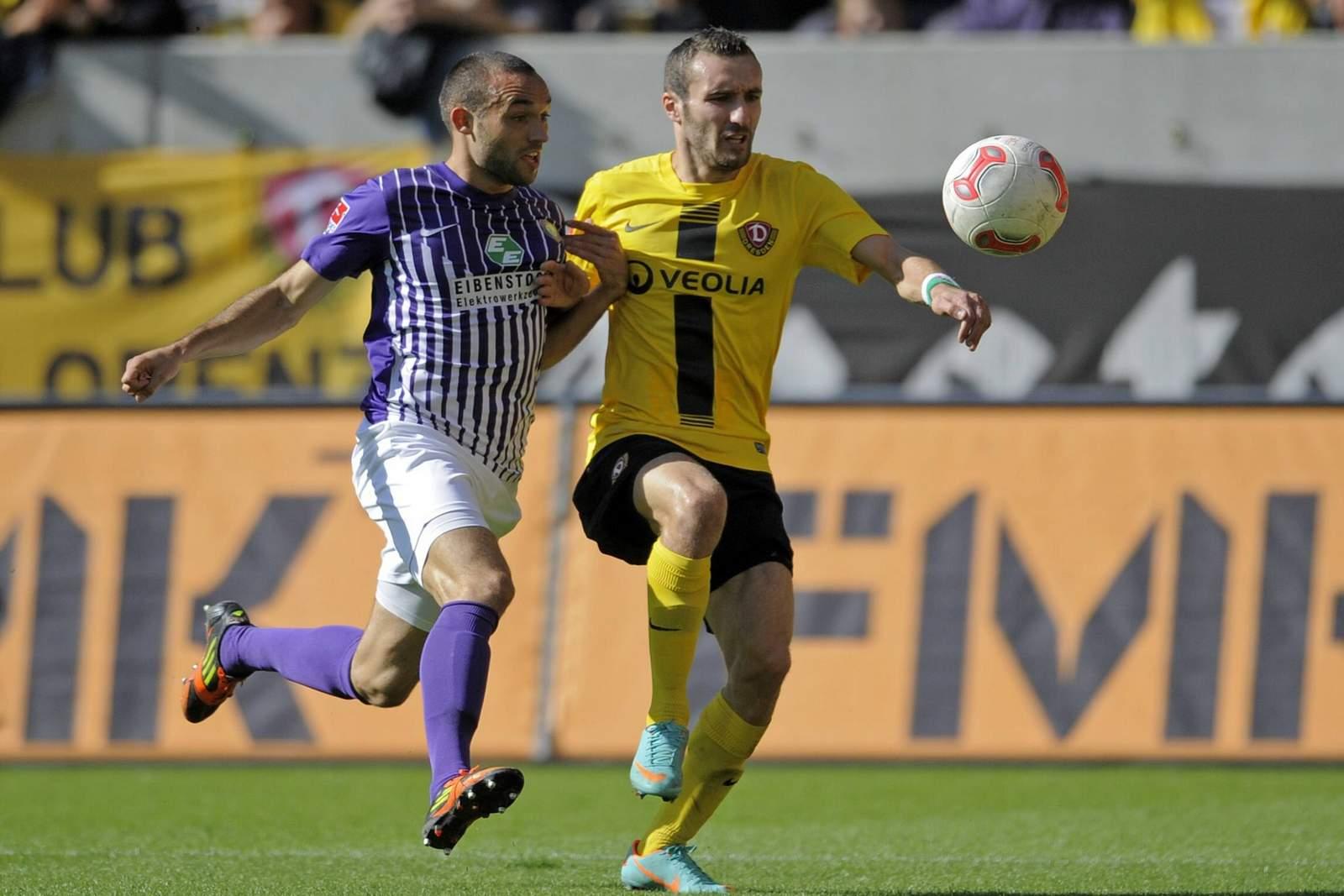 Fabian Müller (l.) gegen Dresdens Idir Ouali.