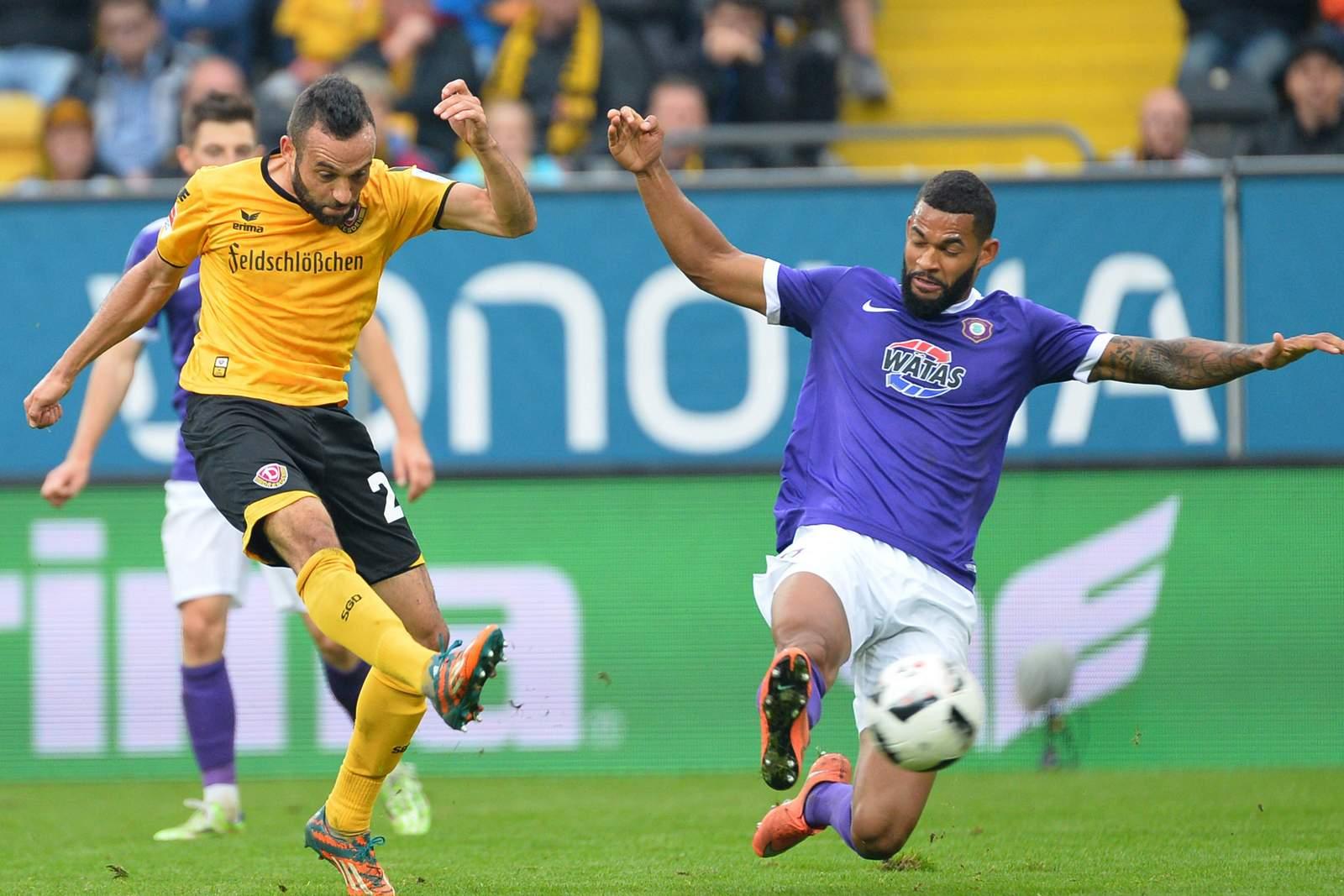 Fabian Müller (l.) gegen Aues Cebio Soukou.
