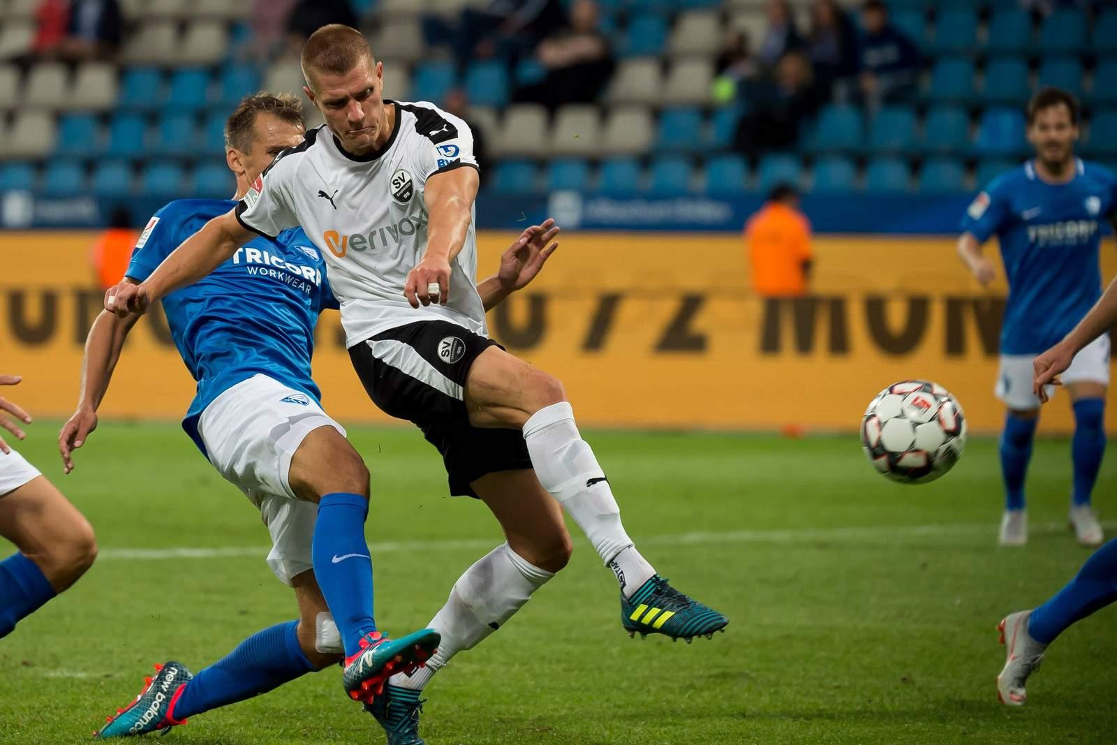 Kevin Behrens schließt gegen Bochum ab.