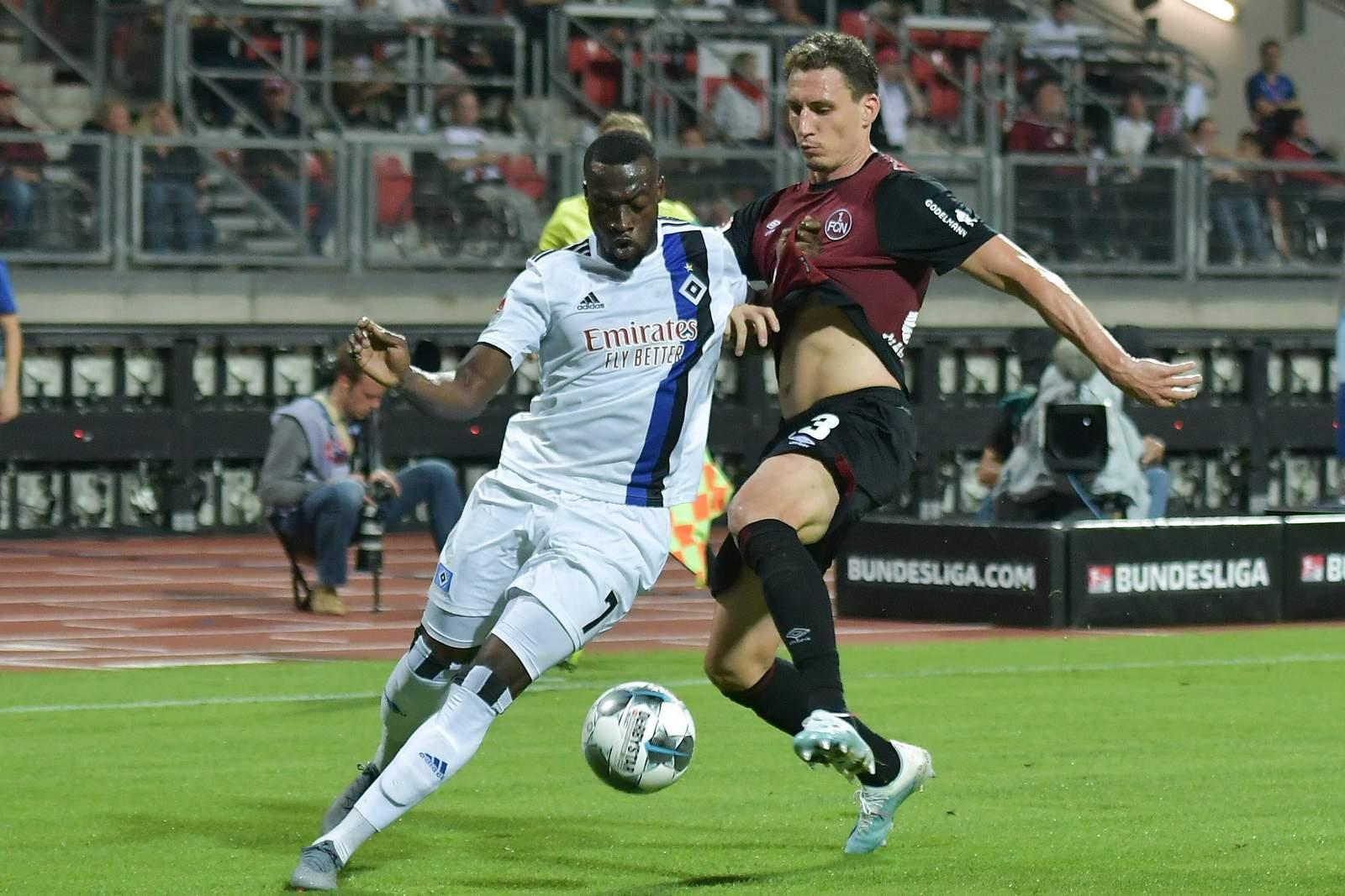 Georg Margreiter (r.) gegen Hamburgs Khaled Narey.