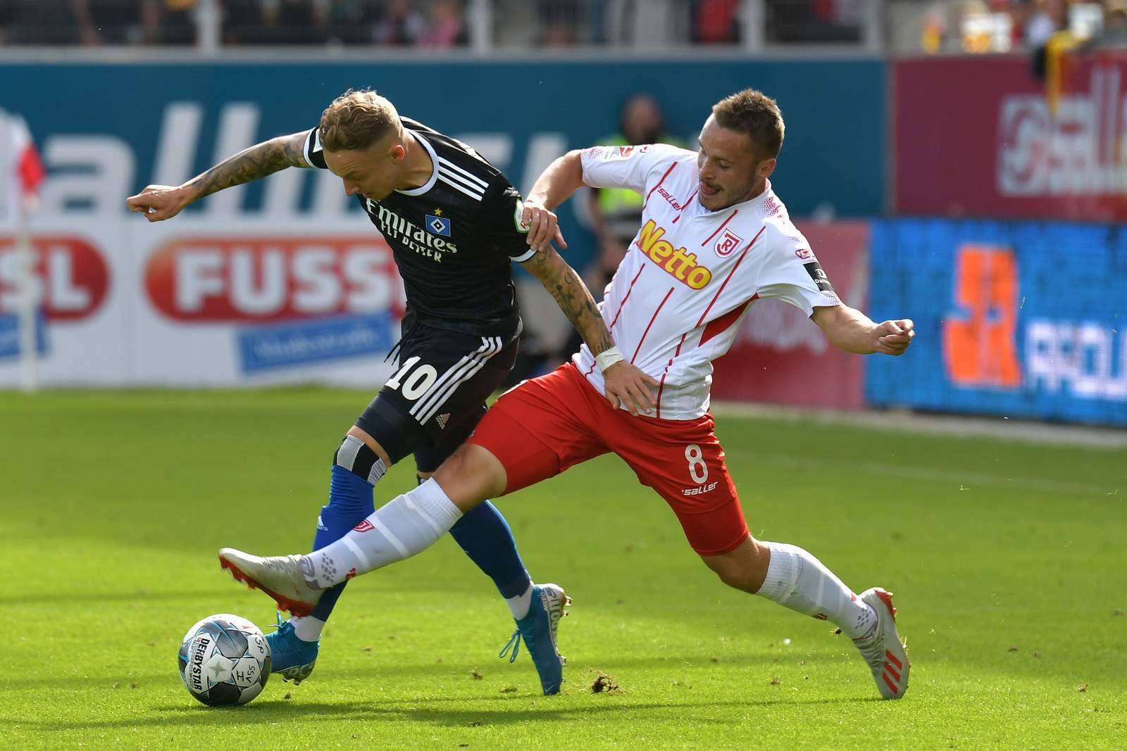 Andreas Geipl (r.) gegen Hamburgs Sonny Kittel.