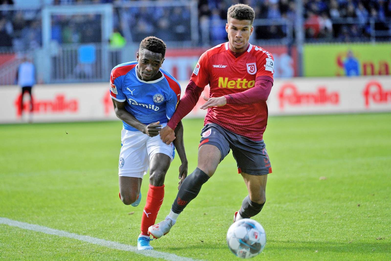 Chima Okoroji gegen Kiels David Atanga.
