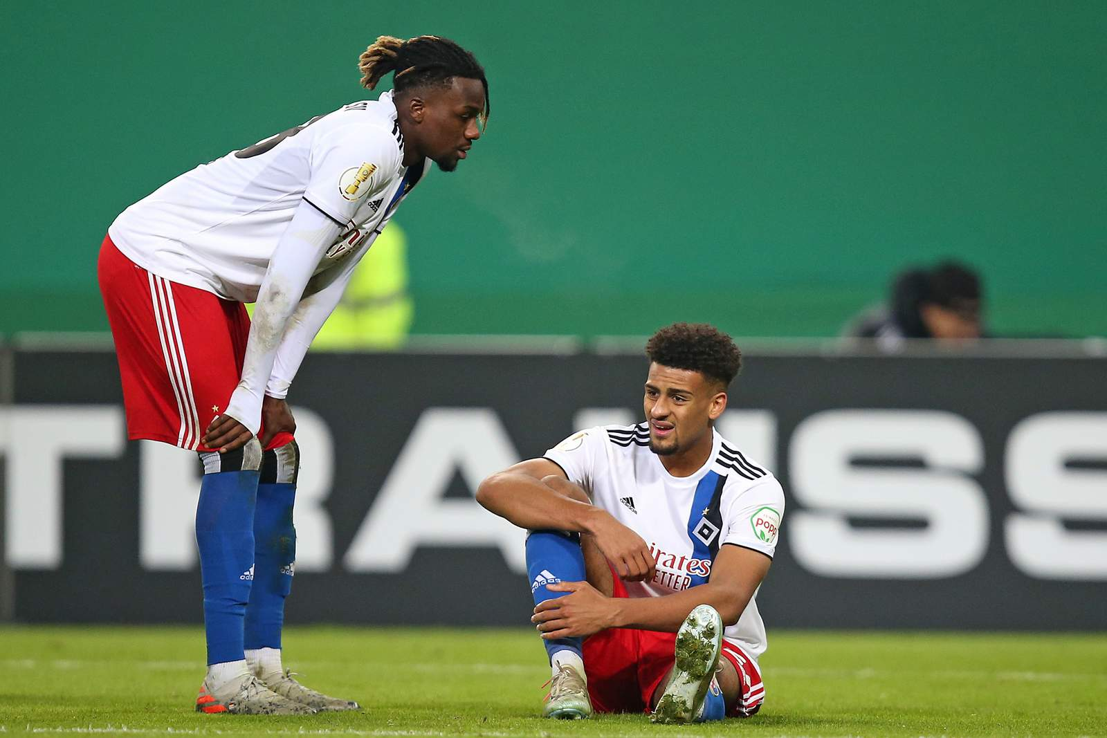 Jung und Vagnoman beim Pokalspiel gegen Stuttgart