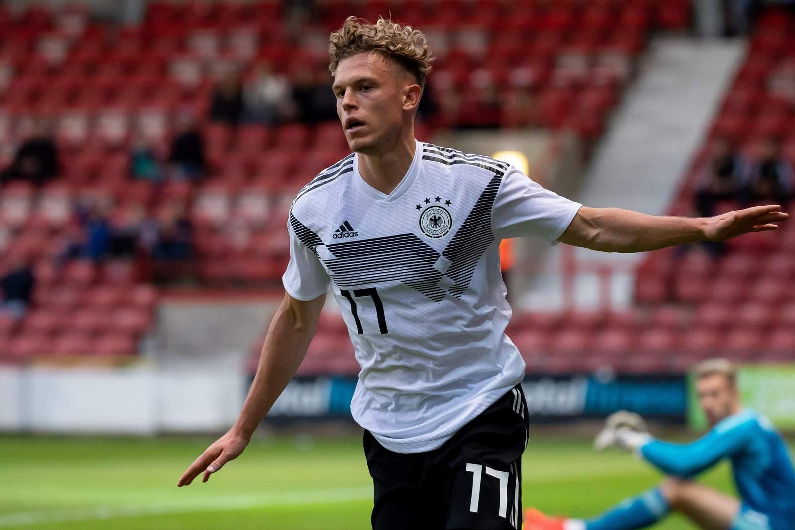 Robin Hack jubelt nach Tor für deutsche U21