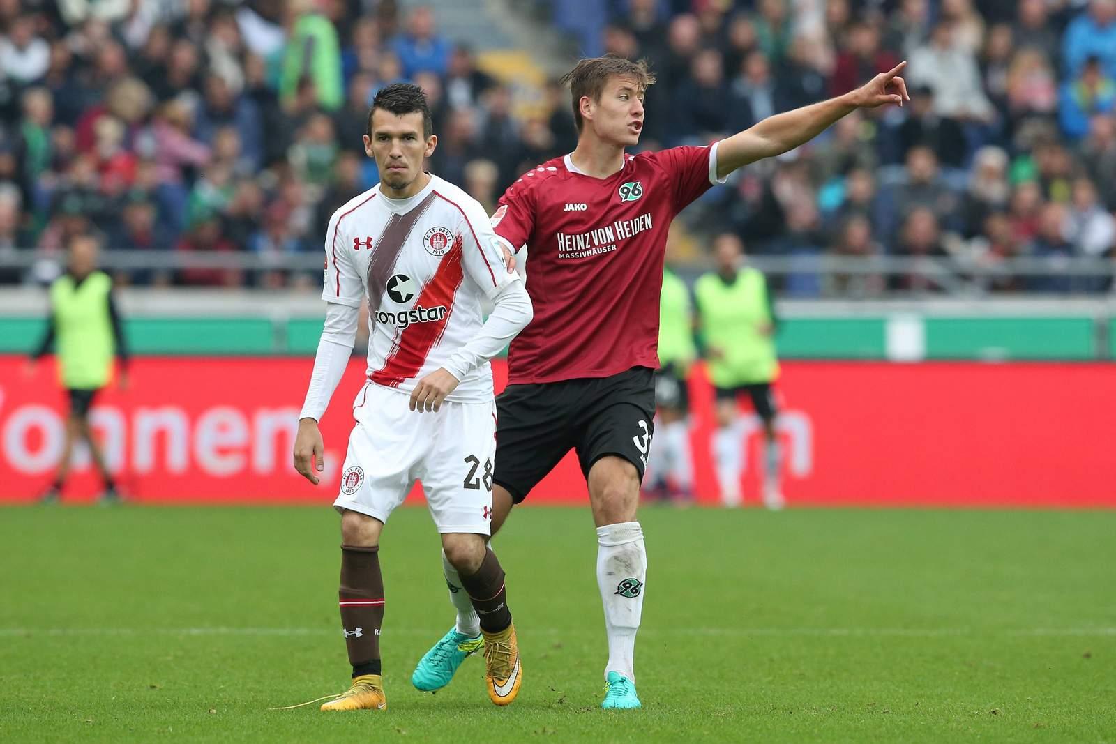 Waldemar Sobota vom FC St. Pauli gegen Waldemar Anton von Hannover 96