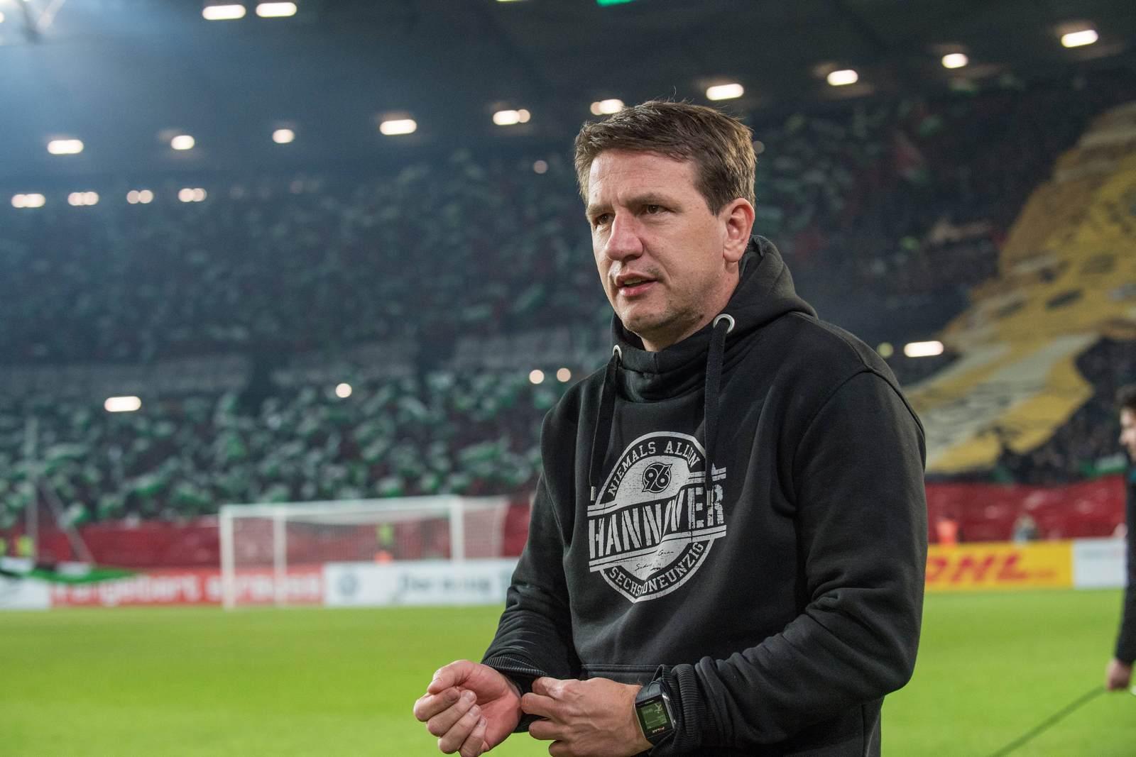 Daniel Stendel an der Seitenlinie bei Hannover 96