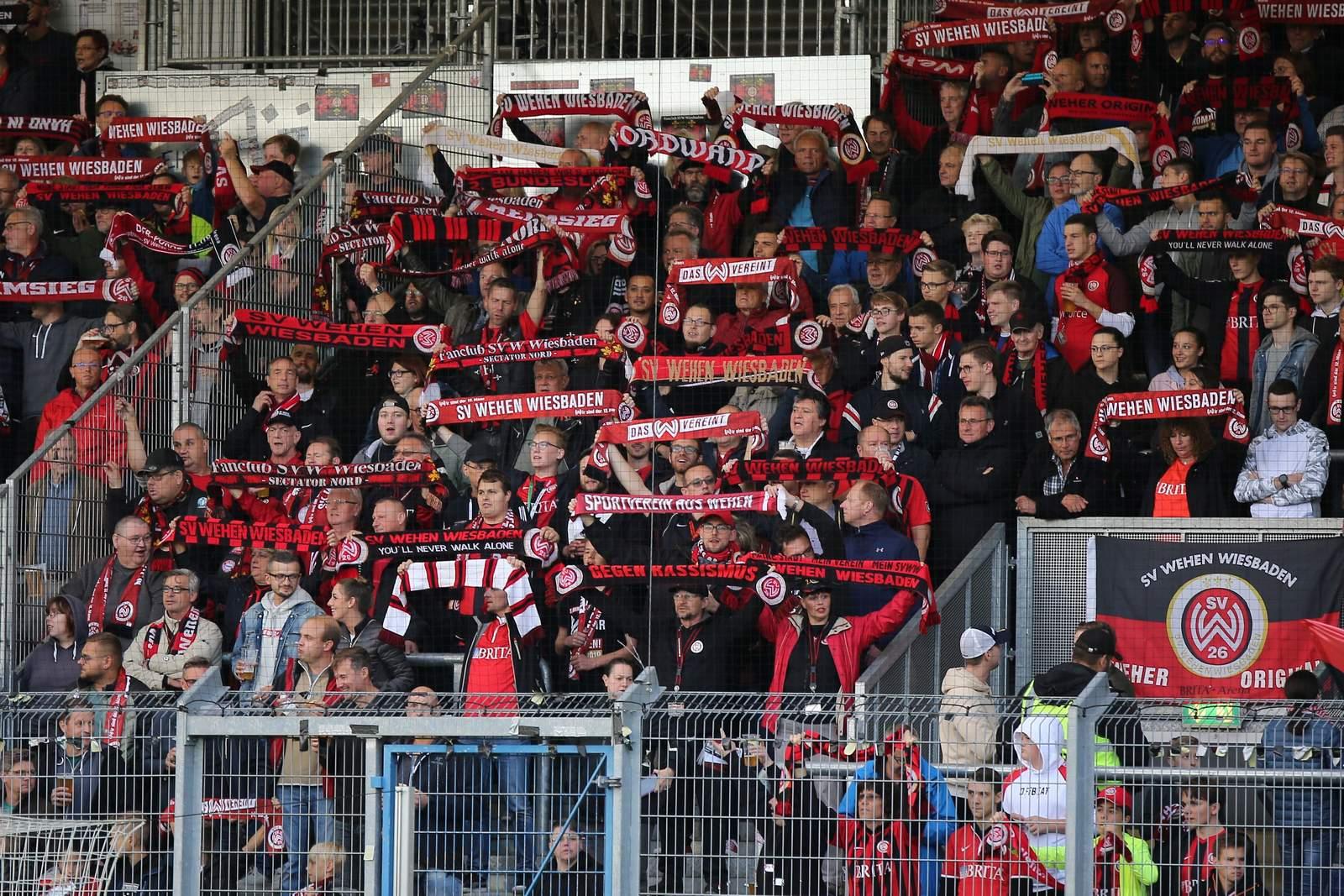 Fans von Wehen Wiesbaden
