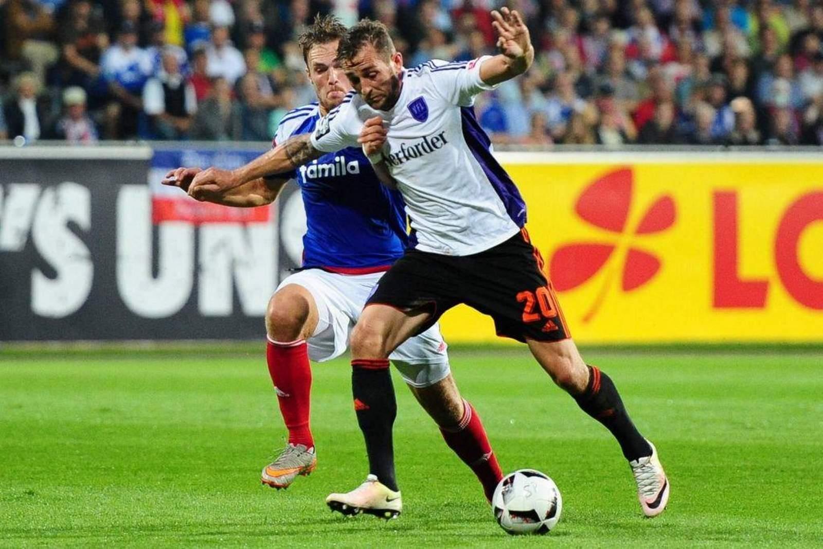 Marc Heider vom VfL Osnabrück gegen Rafael Czichos von Holstein Kiel