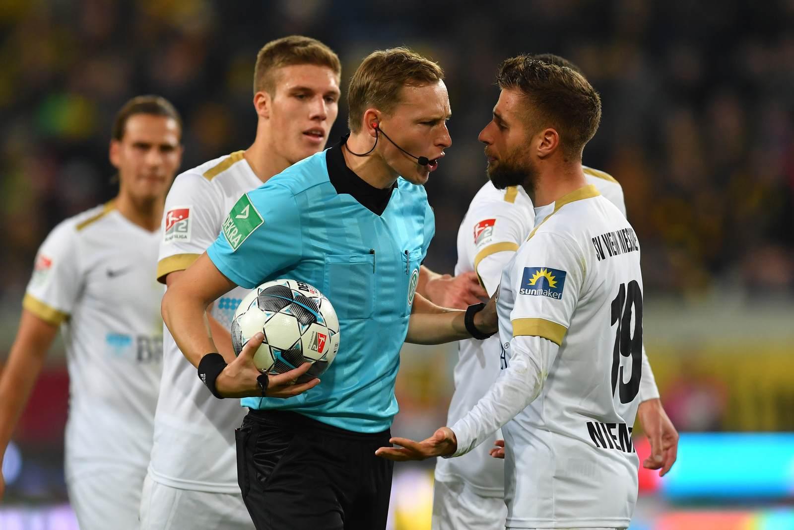 Martin Petersen im Spiel Dynamo Dresden gegen Wehen Wiesbaden