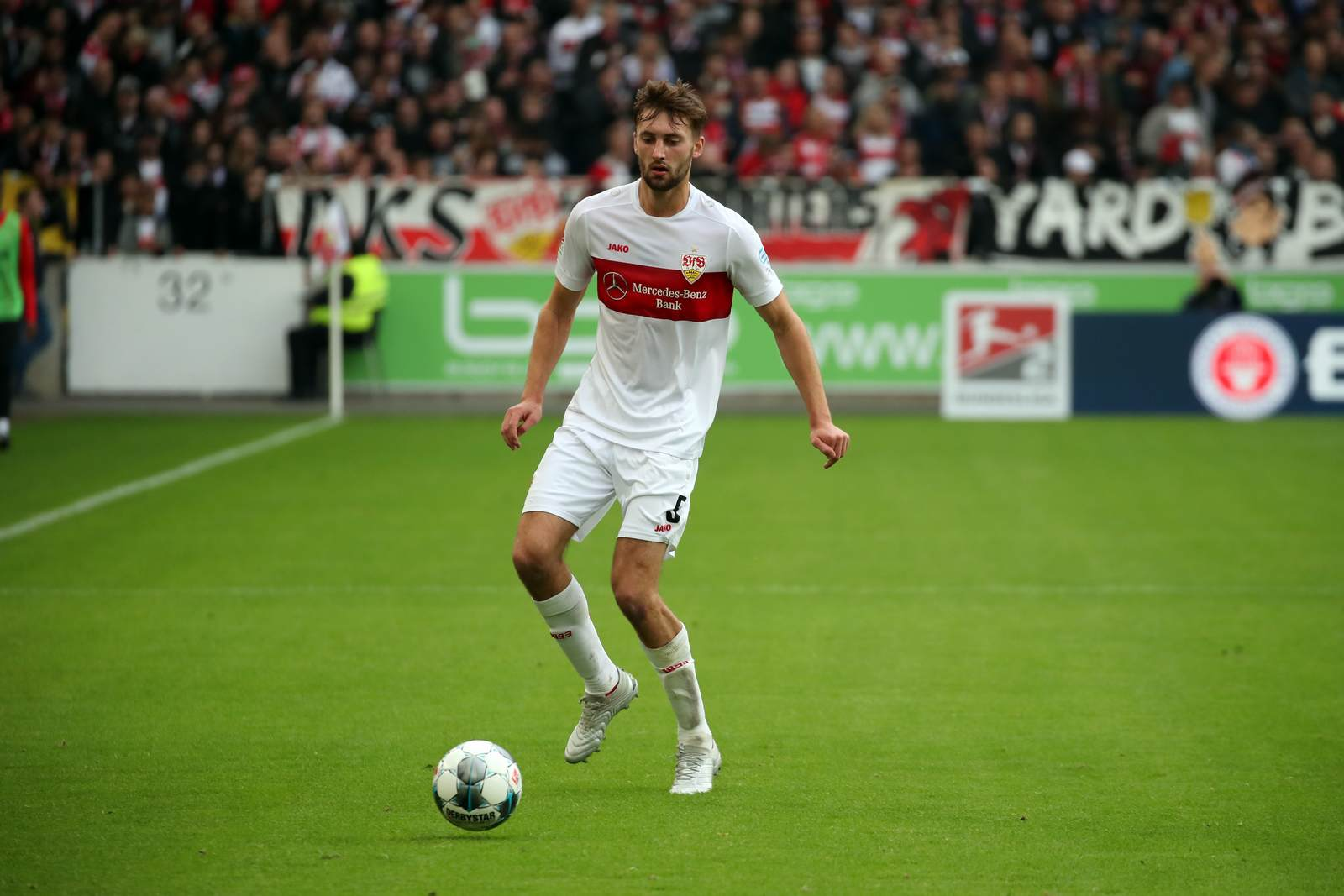 Nathaniel Phillips im VfB-Dress.
