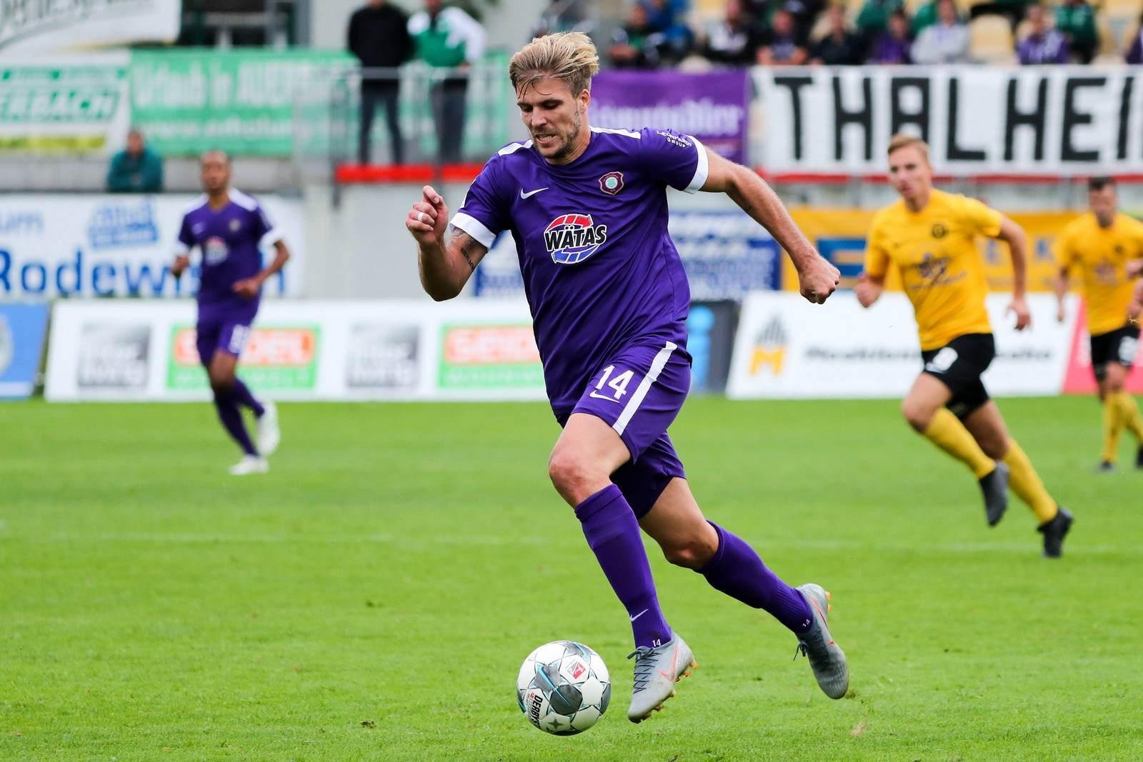 Philipp Zulechner am Ball für Erzgebirge Aue