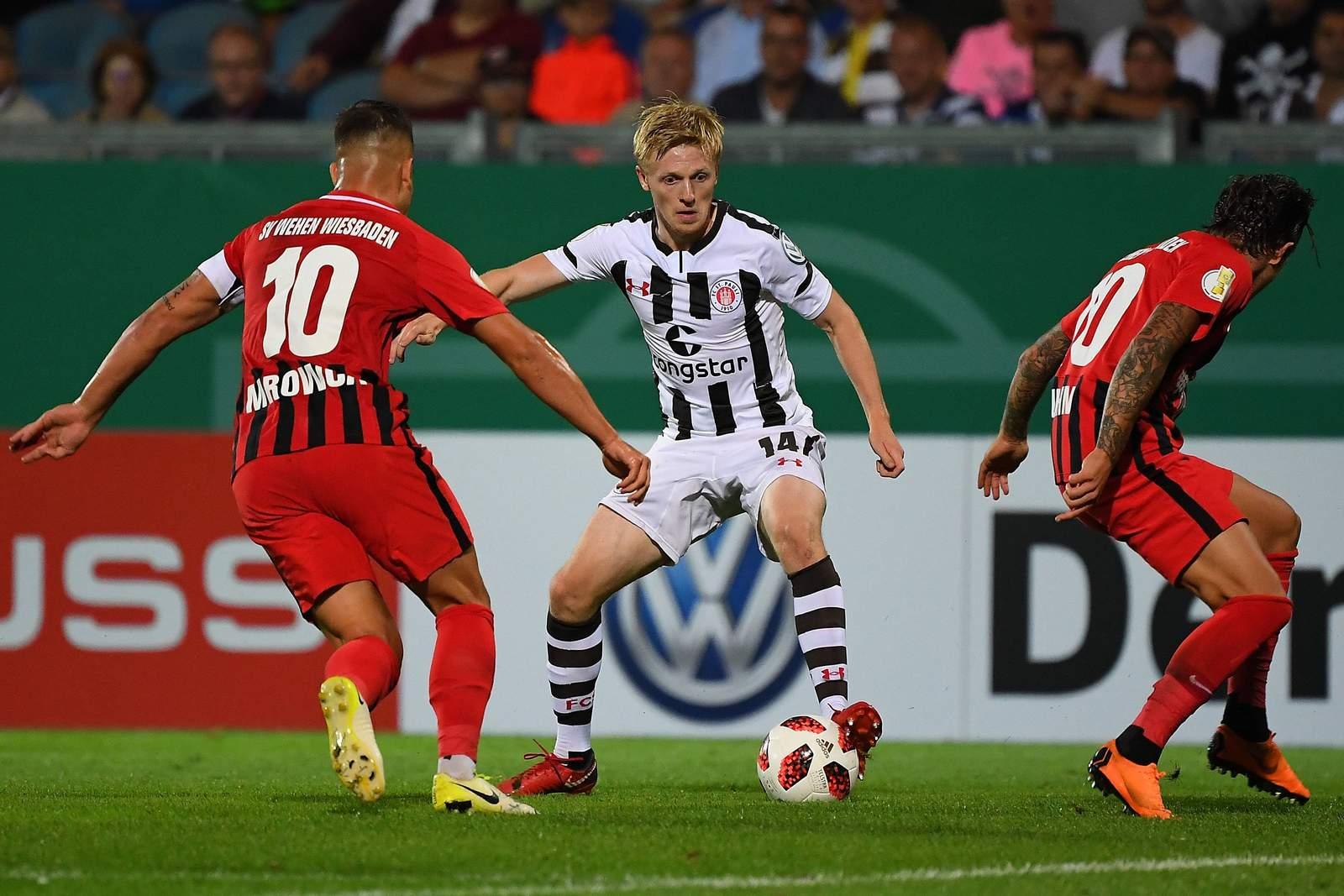 Mats Möller Daehli (m.) im Spiel gegen Wehen Wiesbaden.