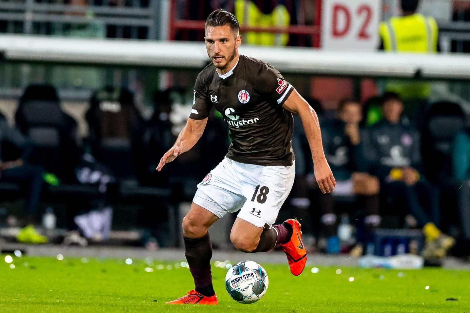 Dimitrios Diamantakos im Derby gegen den HSV.