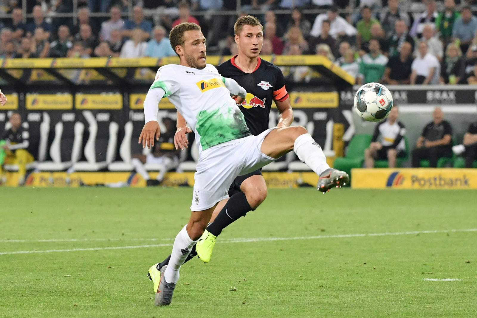 Fabian Johnson gegen Leipzigs Willi Orban.