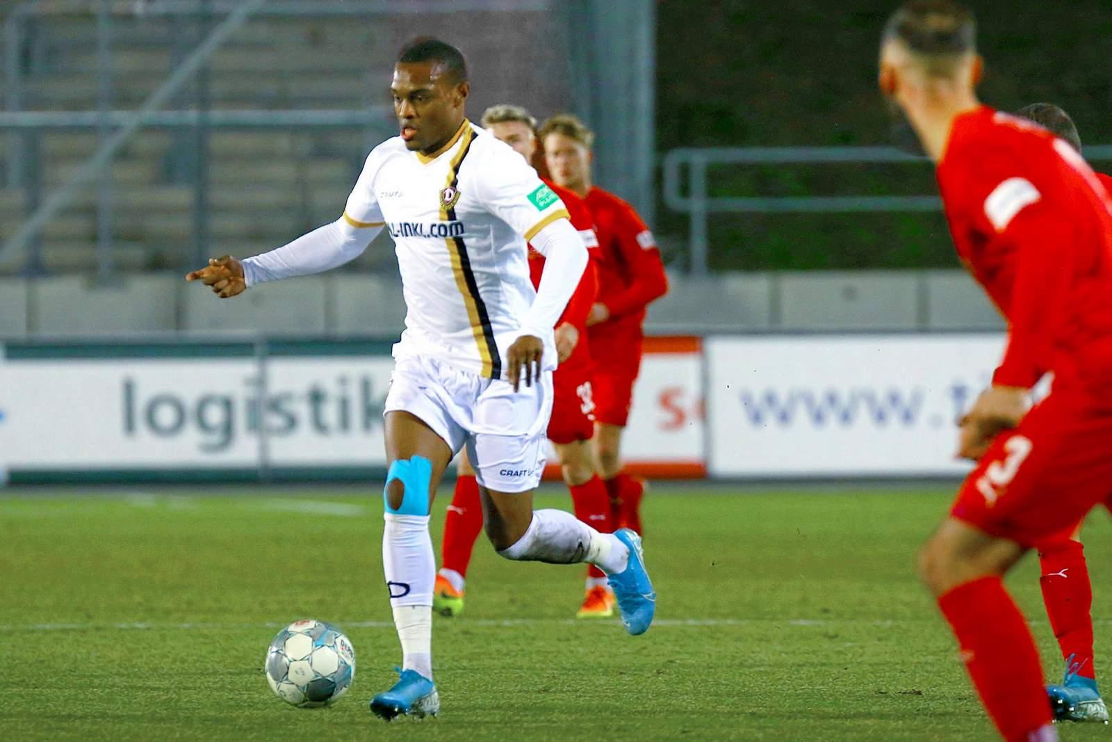 Joy-Lance Mickels im Test gegen Zwickau.