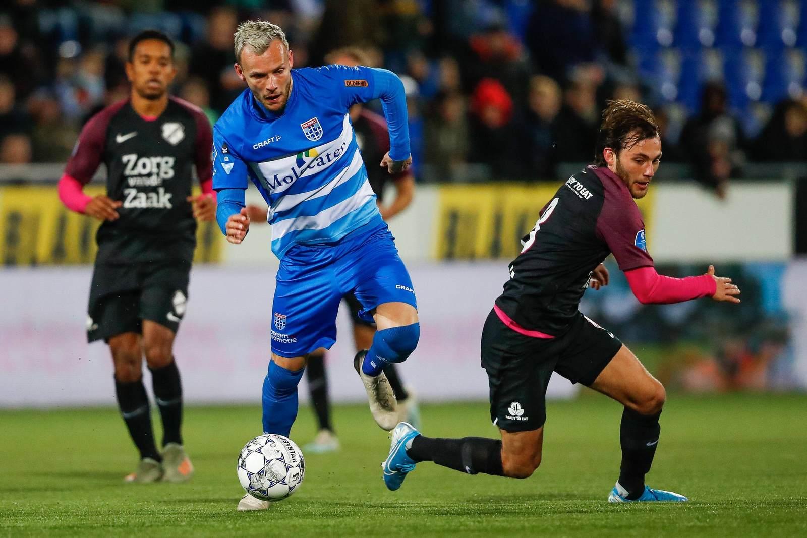 Lennart Thy am Ball für PEC Zwolle