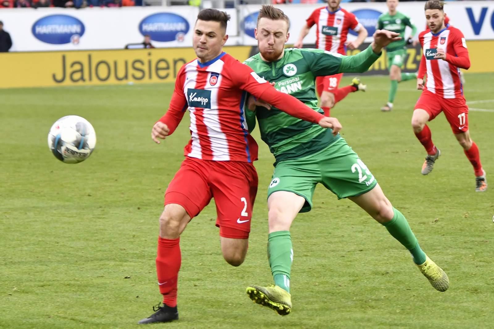 Tobias Mohr (r.) gegen Heidenheim Marnon Busch.