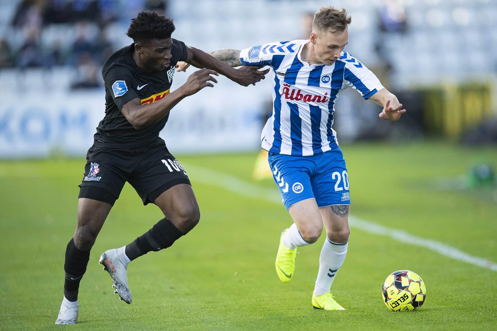 Jacob Laursen (r.) am Ball für Odense BK