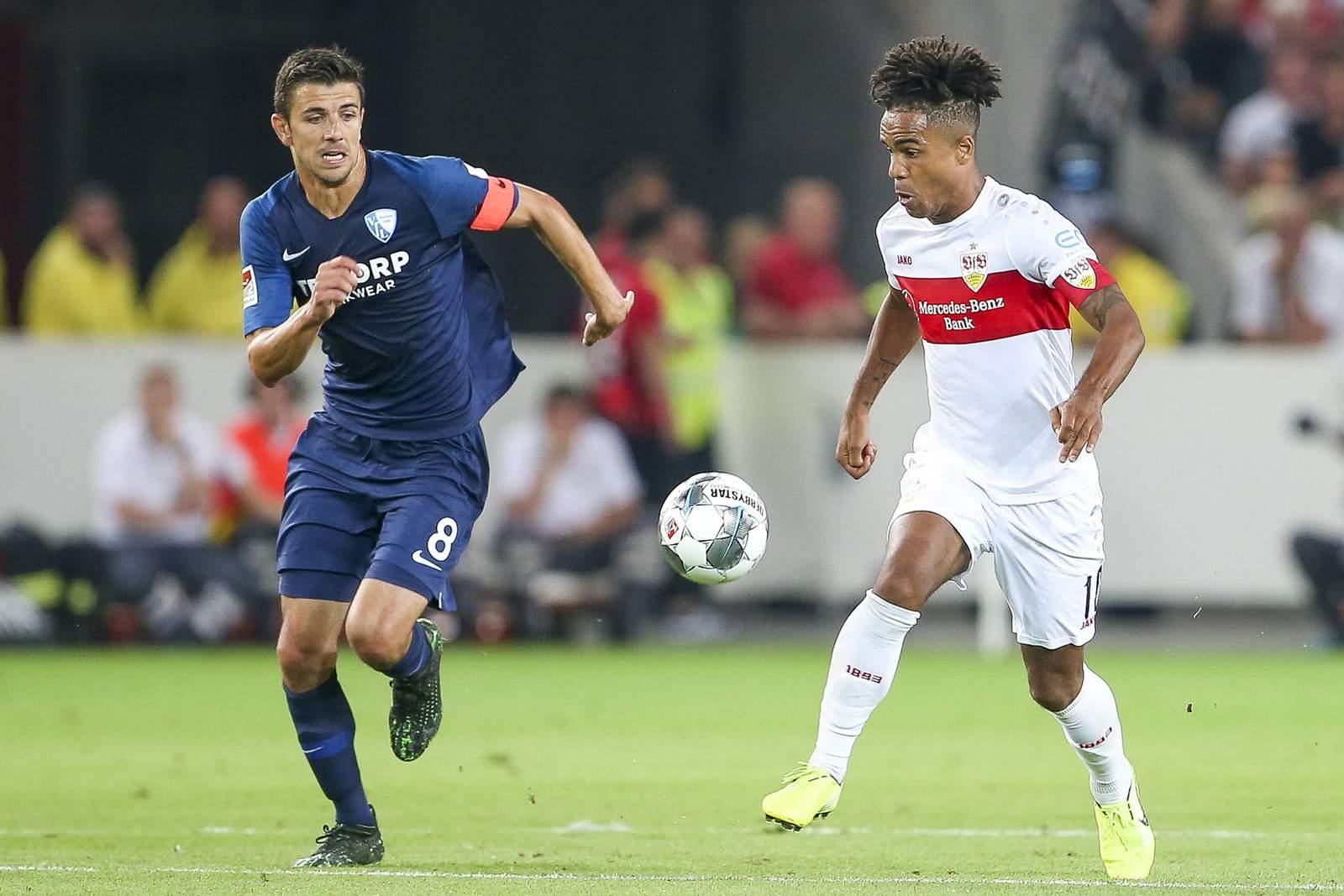 Anthony Losilla von Bochum gegen Daniel Didavi von Stuttgart.
