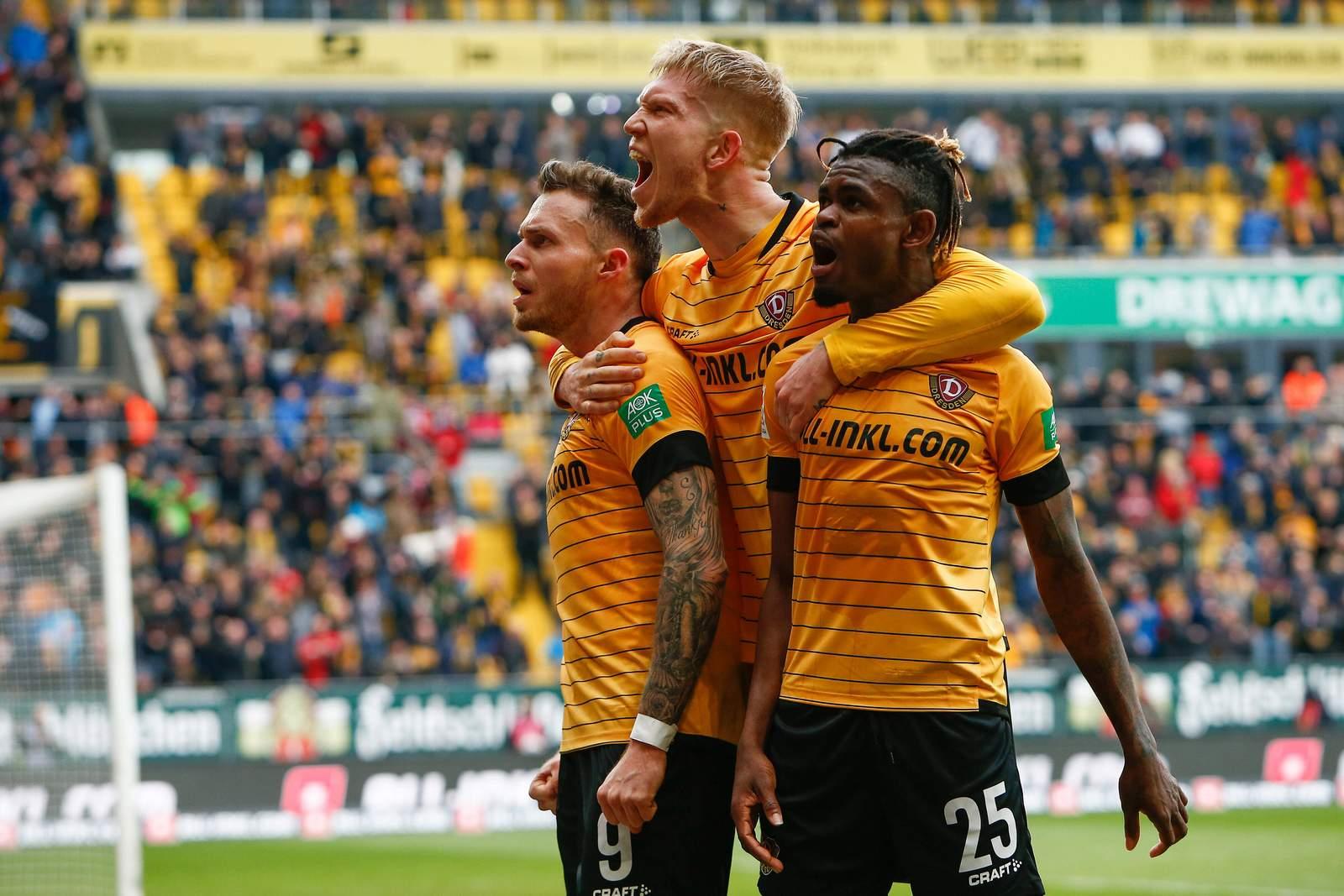 Patrick Schmidt, Simon Makienok und Godsway Donyoh von Dynamo Dresden