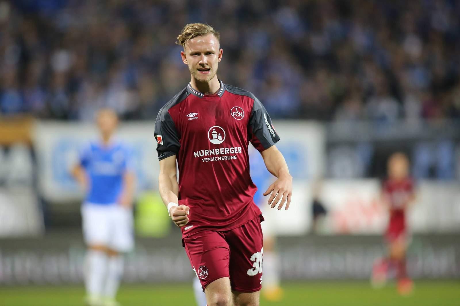 Cedric Teuchert jubelt nach Tor für den 1.FC Nürnberg