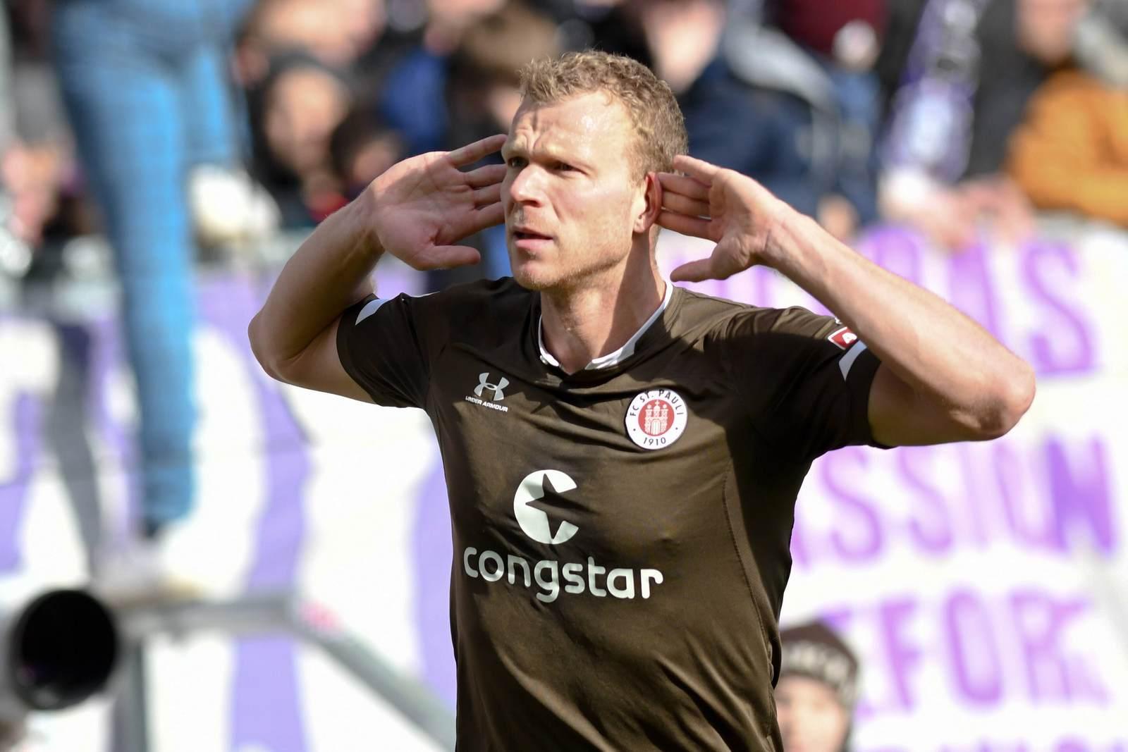 Henk Veerman jubelt für den FC St. Pauli