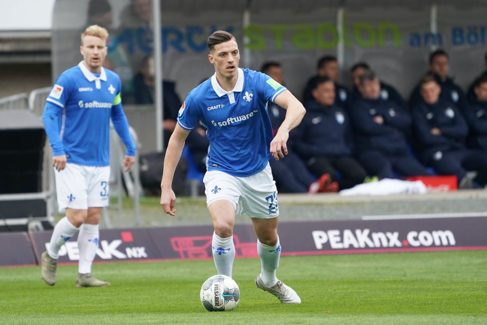 Nicolai Rapp am Ball für den SV Darmstadt 98