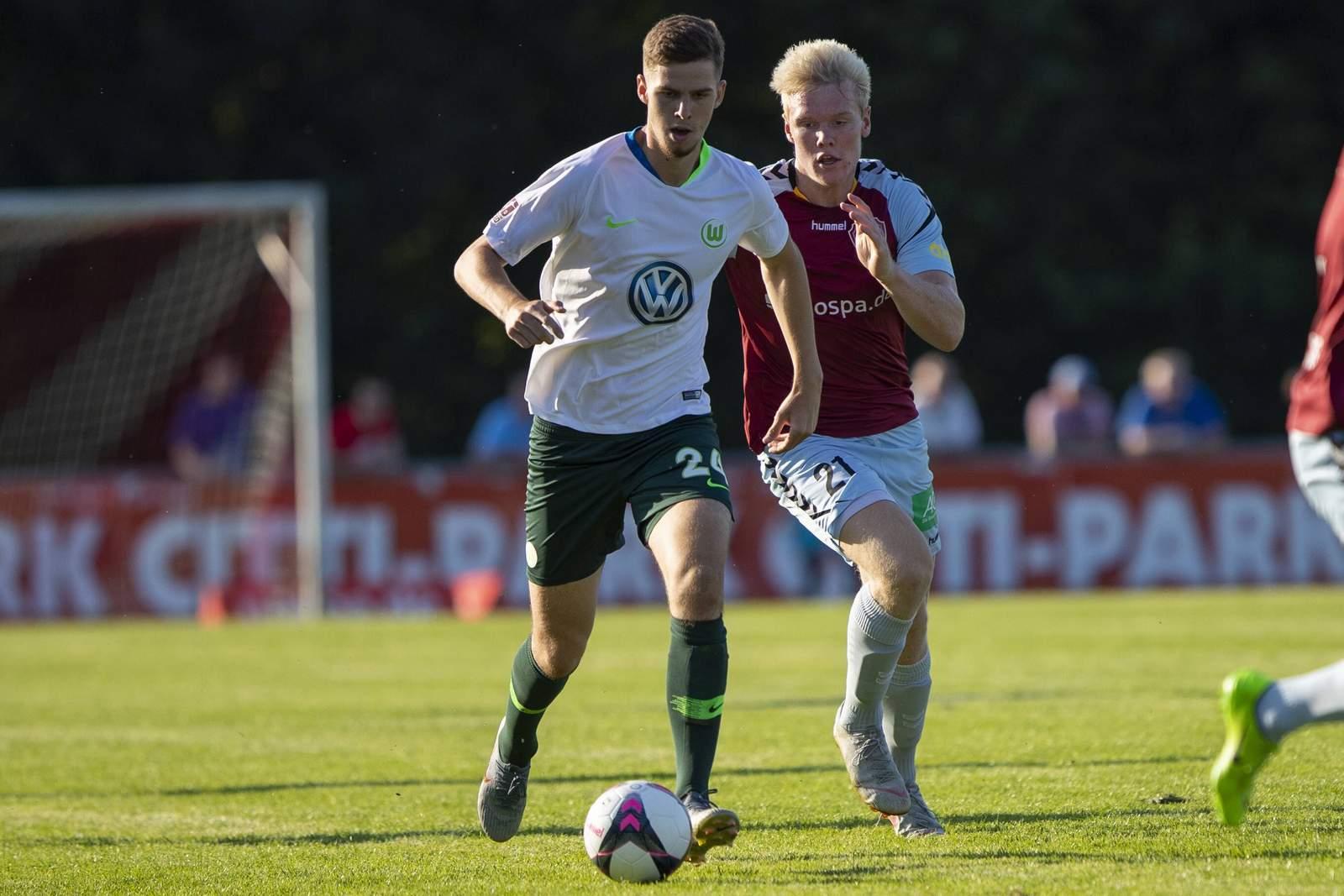 Anton Stach (v) gegen Flensburgs Jonas Andersen.