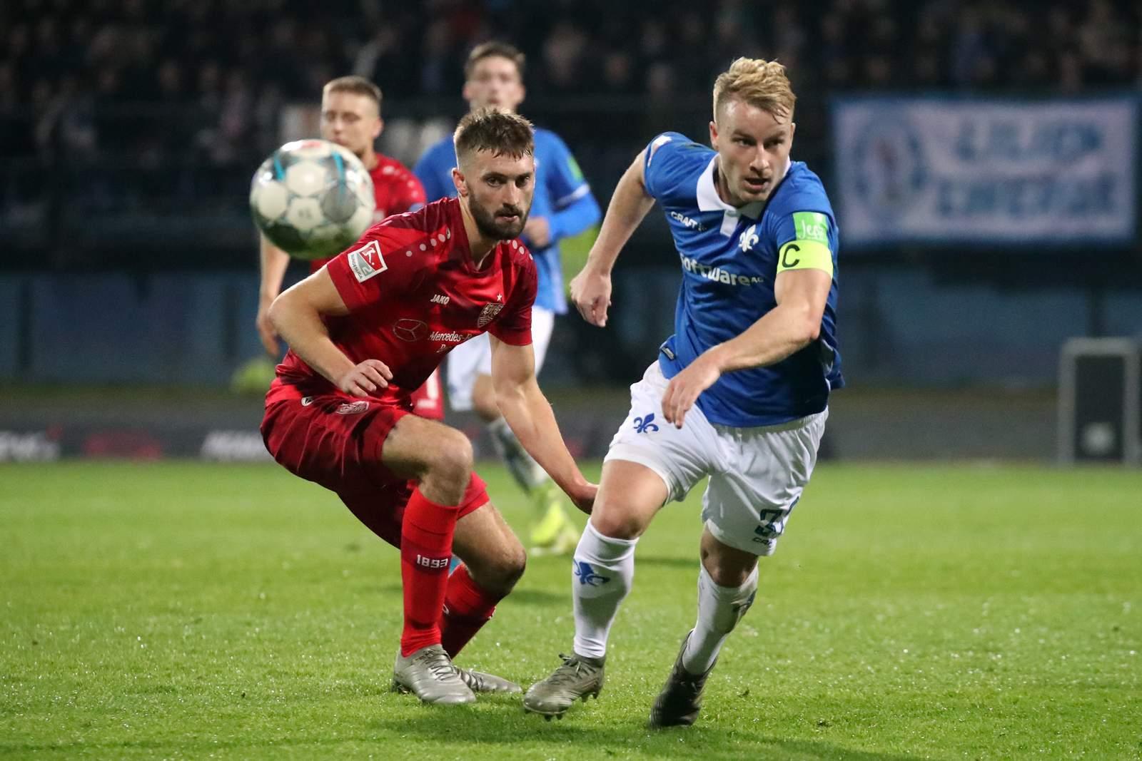 Fabian Holland (r.) gegen Stuttgart.