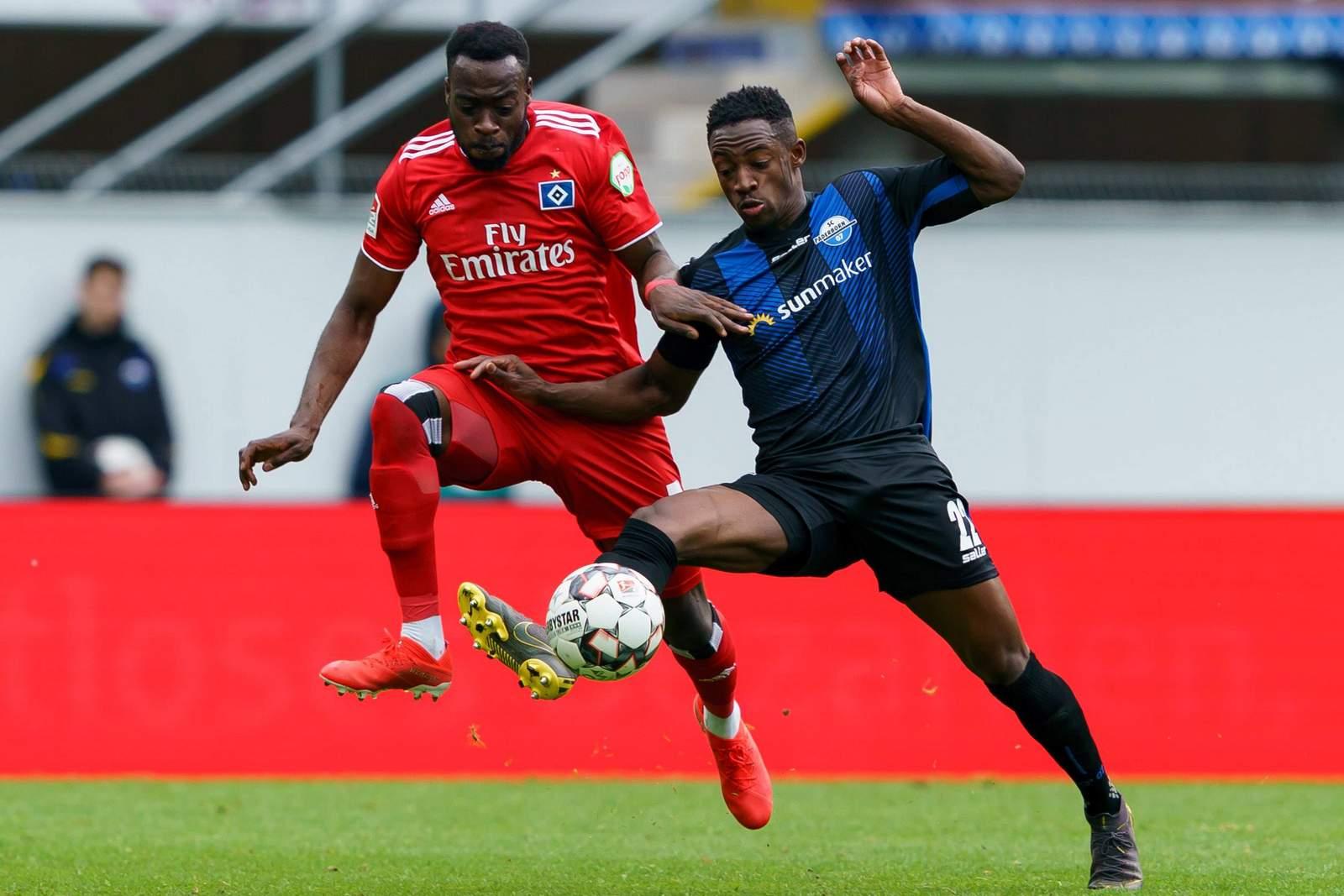 Khaled Narey vom HSV gegen Christopher Antwi-Adjei vom SC Paderborn